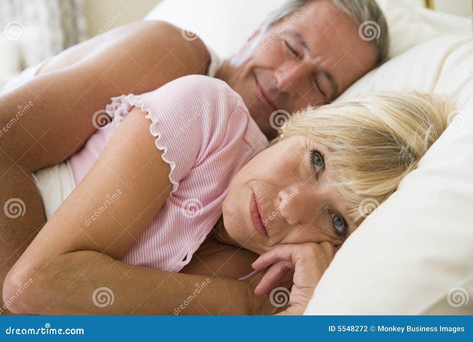 Секс двух пар молодой и пожилой, Пара Молодая Зрелая - Bub Porn -порно видео 21 фотография