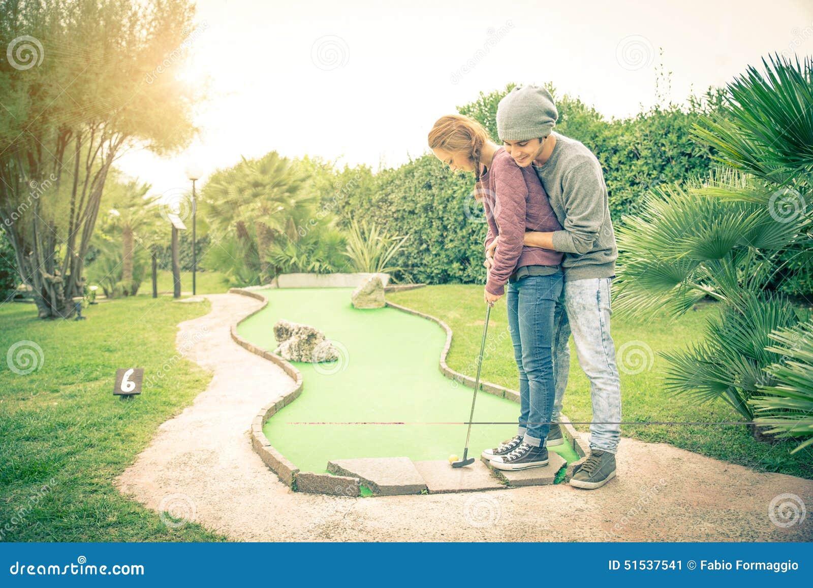 Пары на гольф-клубе
