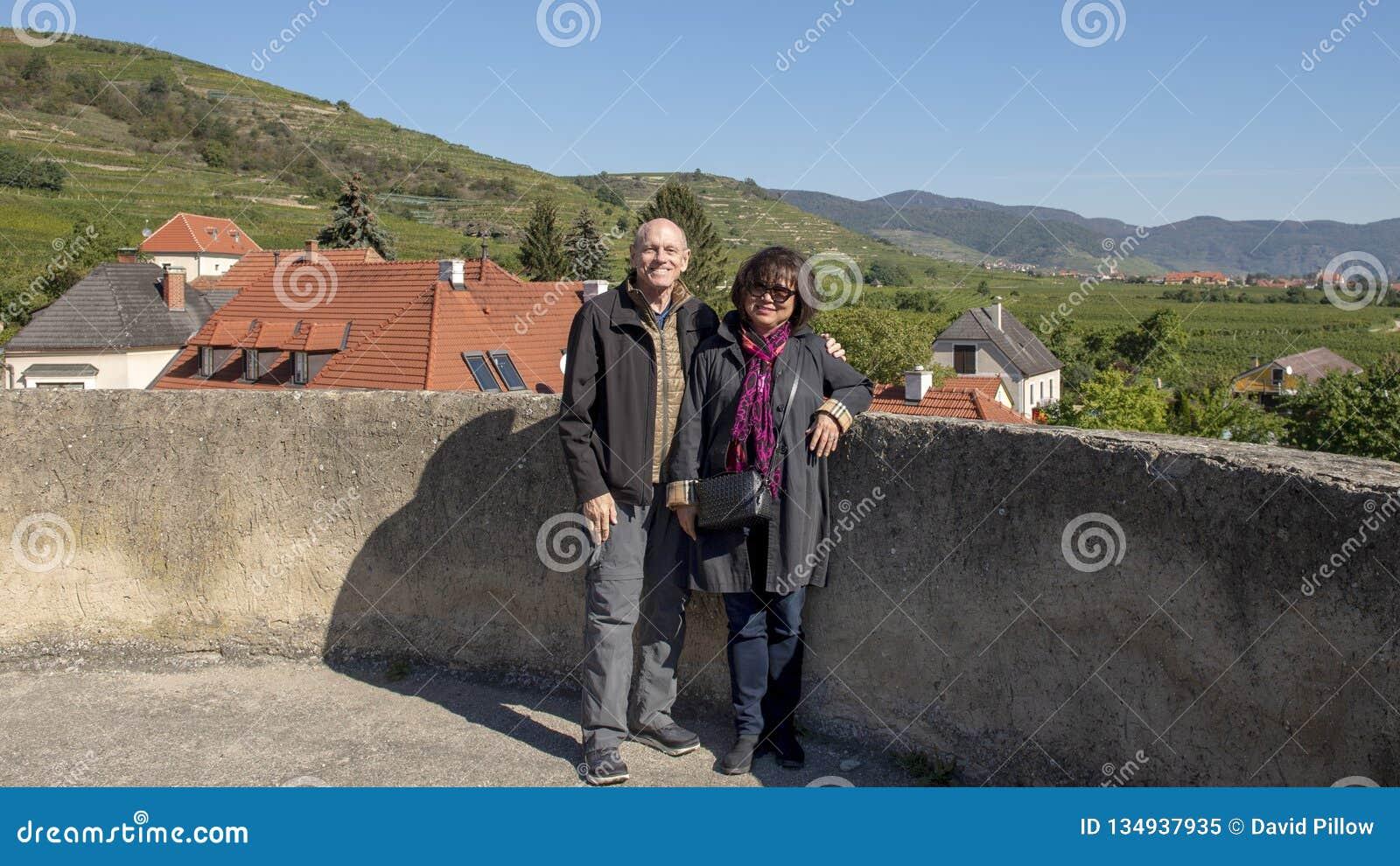 Пары на каникулах, на угле круглой башни обороны юго-восточном, церковь-крепость St Michael