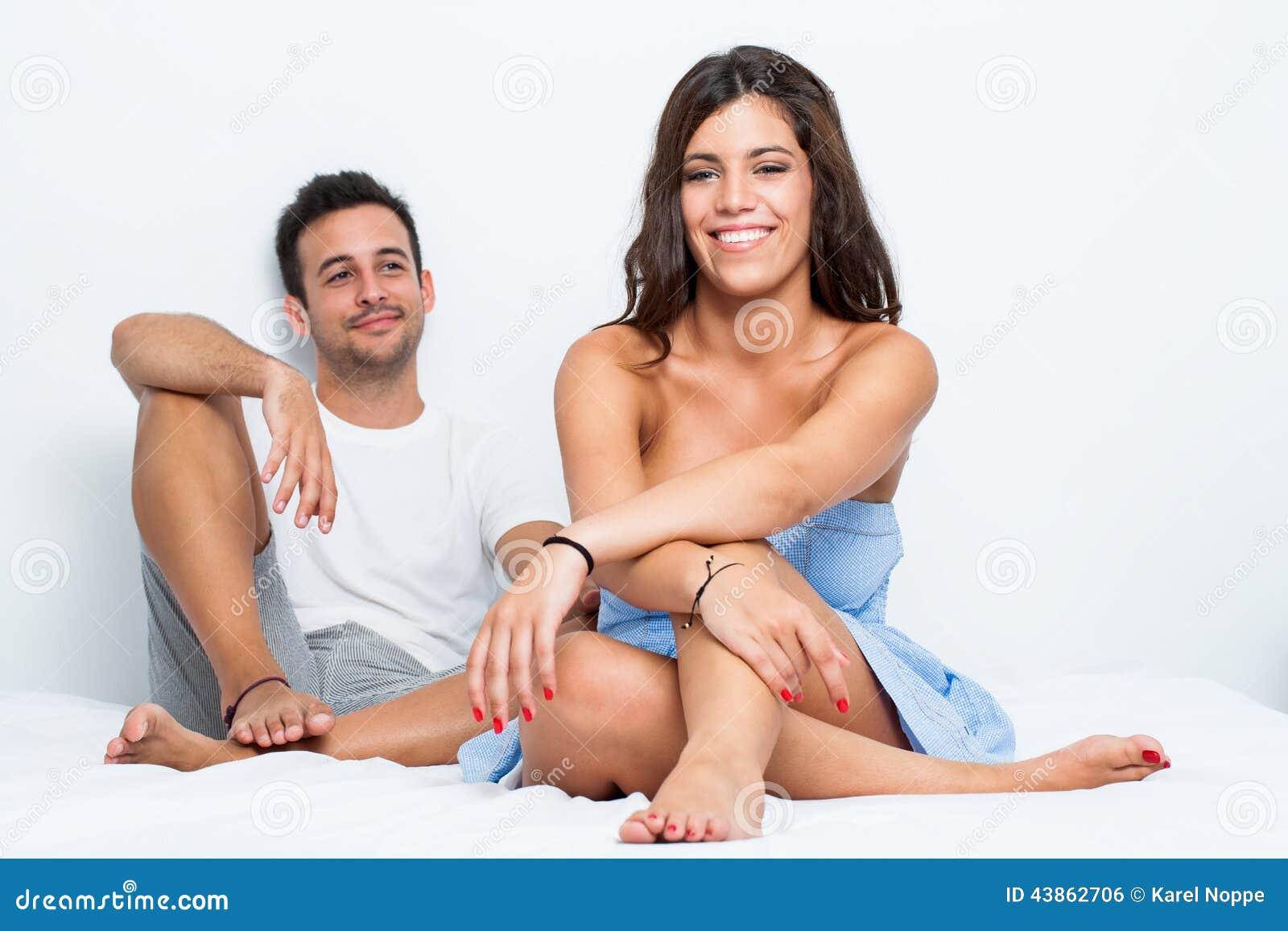 Секс подругой в спальни 4 фотография