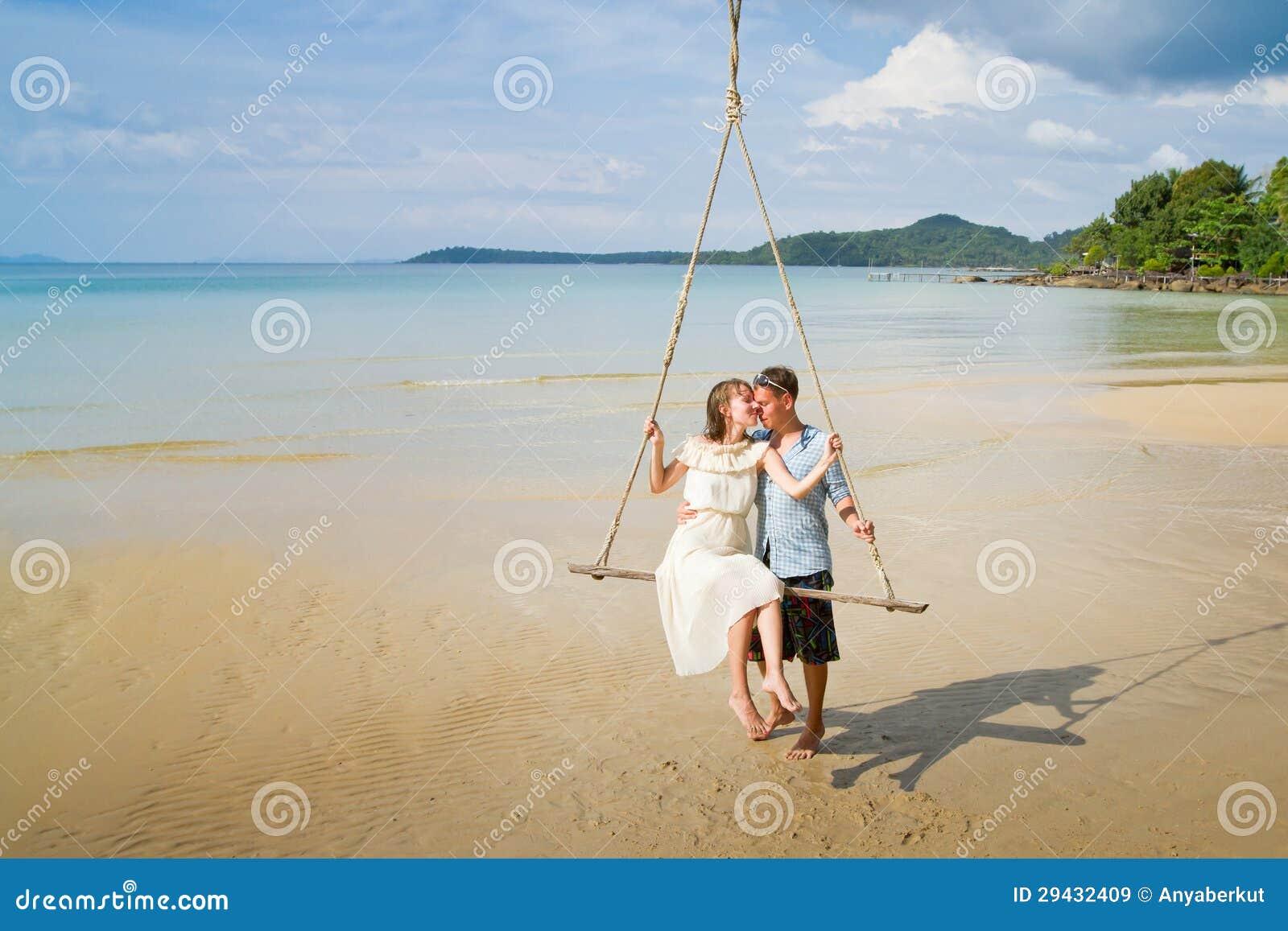 Пары на пляже фото 360-586