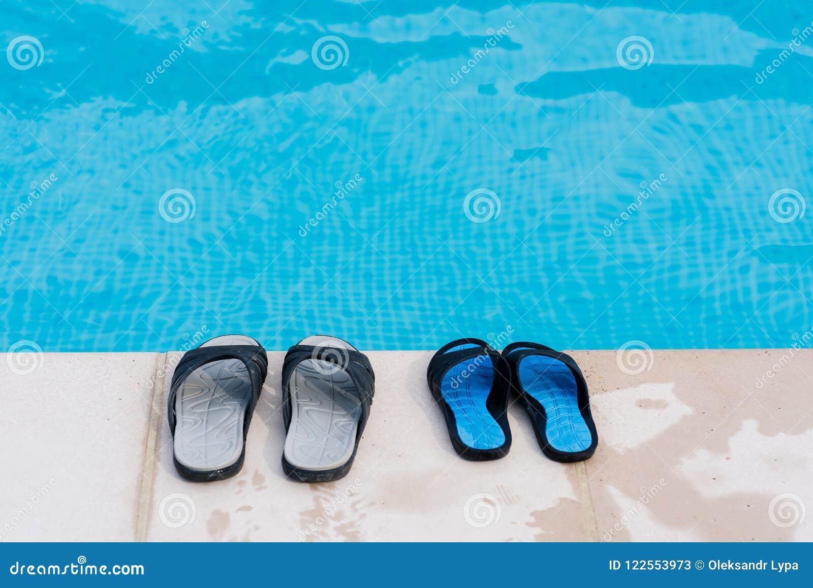 Пары темповых сальто сальто приближают к бассейну