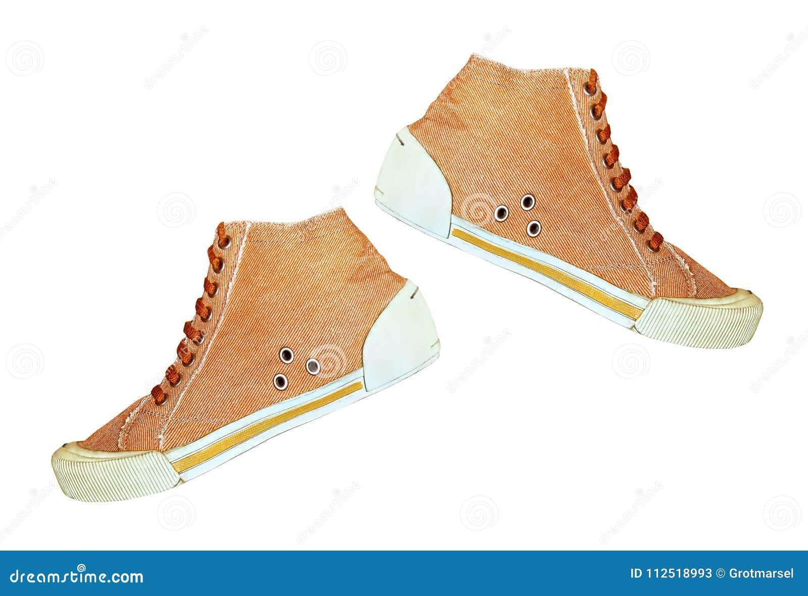 Пары ультрамодного ботинка спортзала изолированного на белой предпосылке