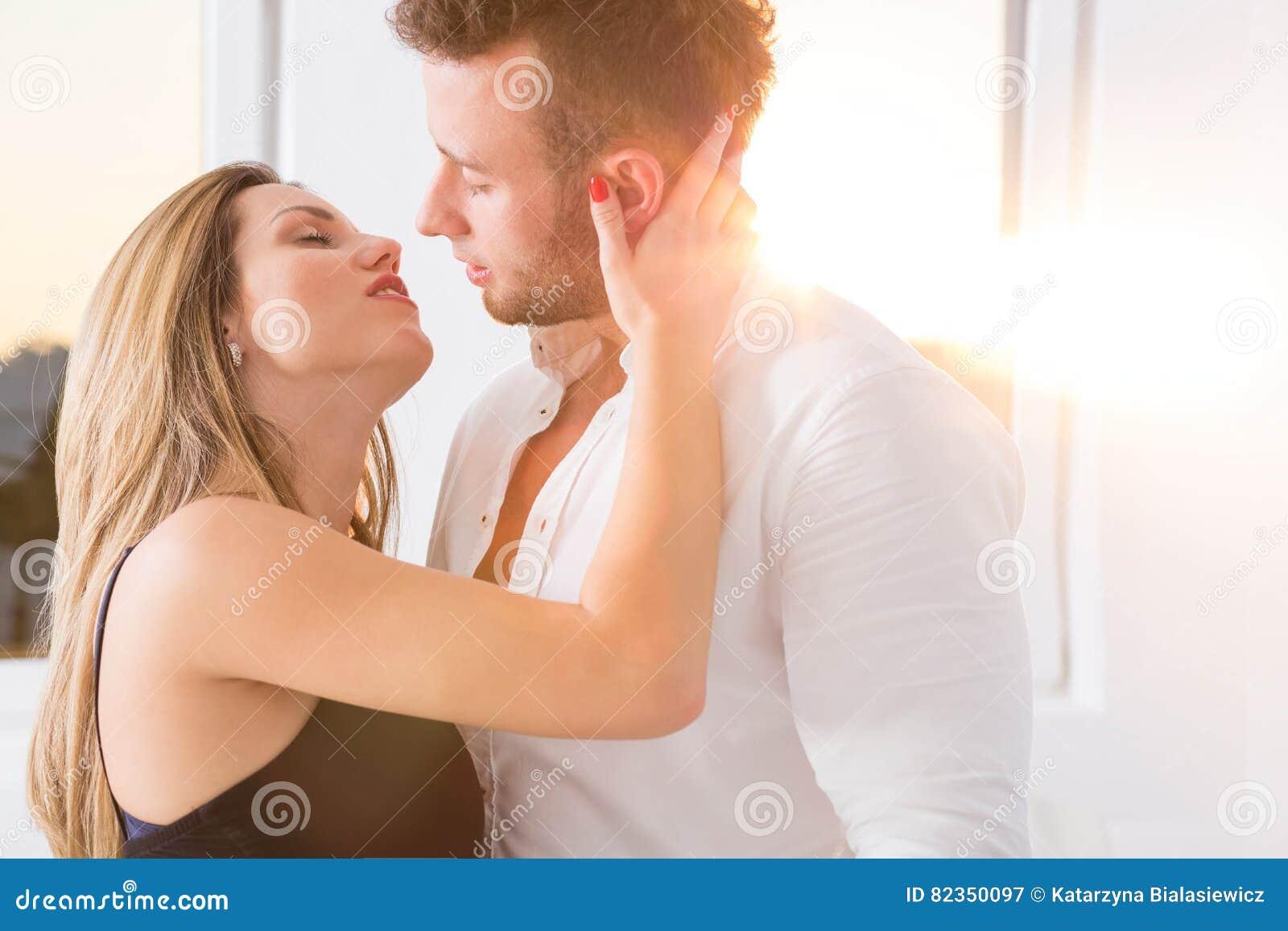 Наказать мужика съемки молодой русской пары прут очко