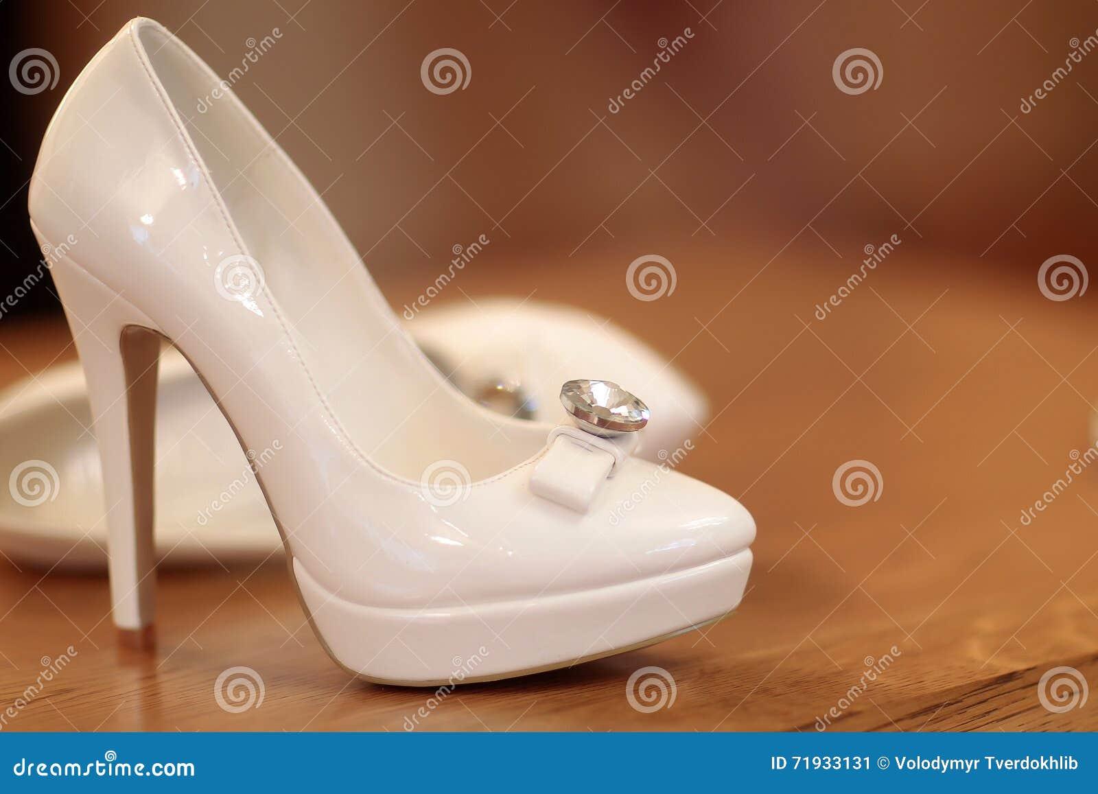 Пары bridal ботинок свадьбы