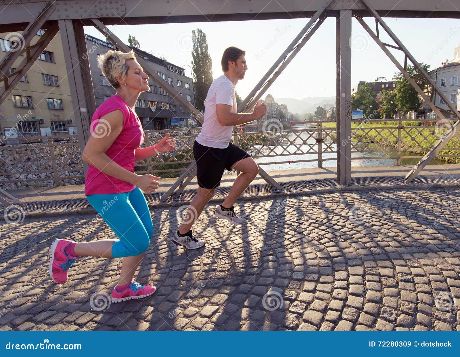 Download Пары jogging стоковое изображение. изображение насчитывающей adulteration - 72280309