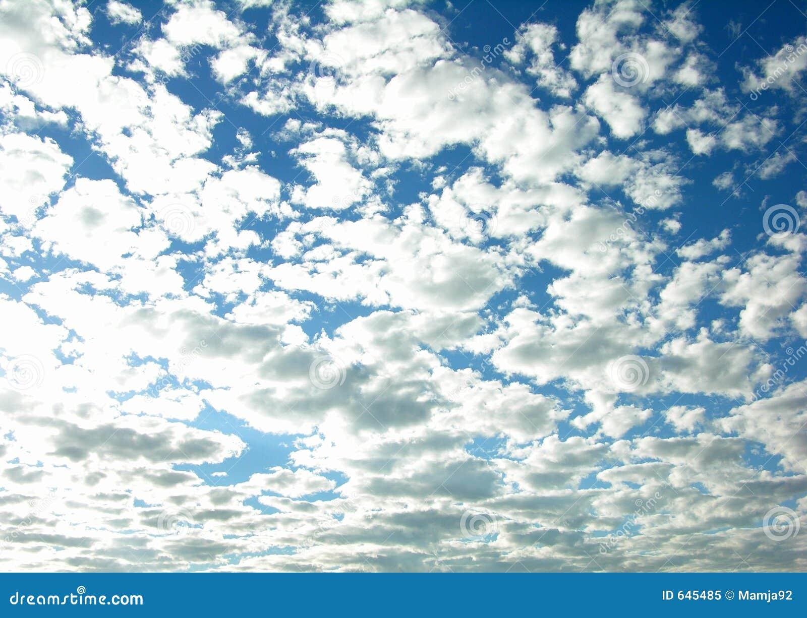 Download пасмурное небо стоковое изображение. изображение насчитывающей напольно - 645485