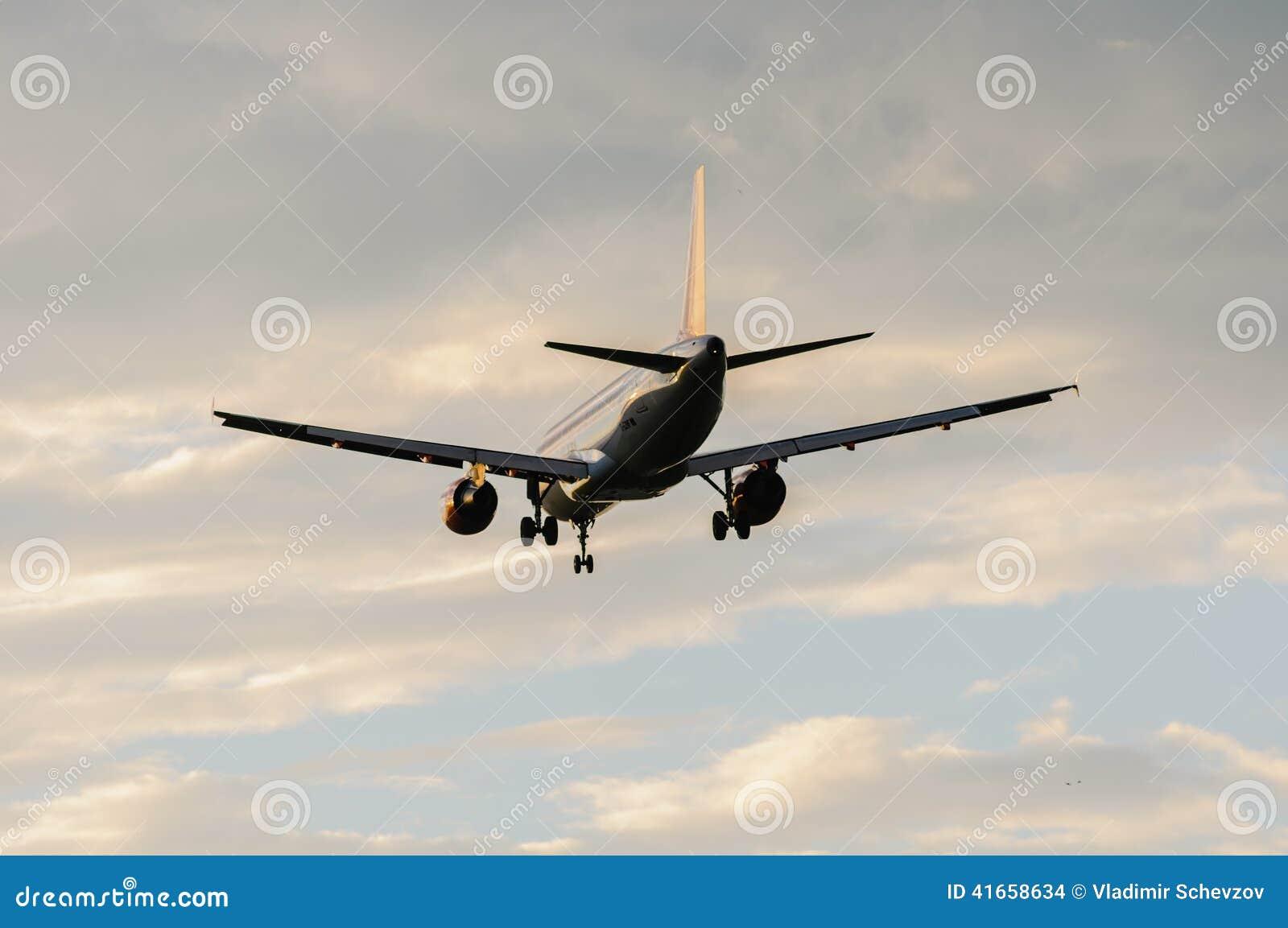 Пассажирский самолет приземлялся