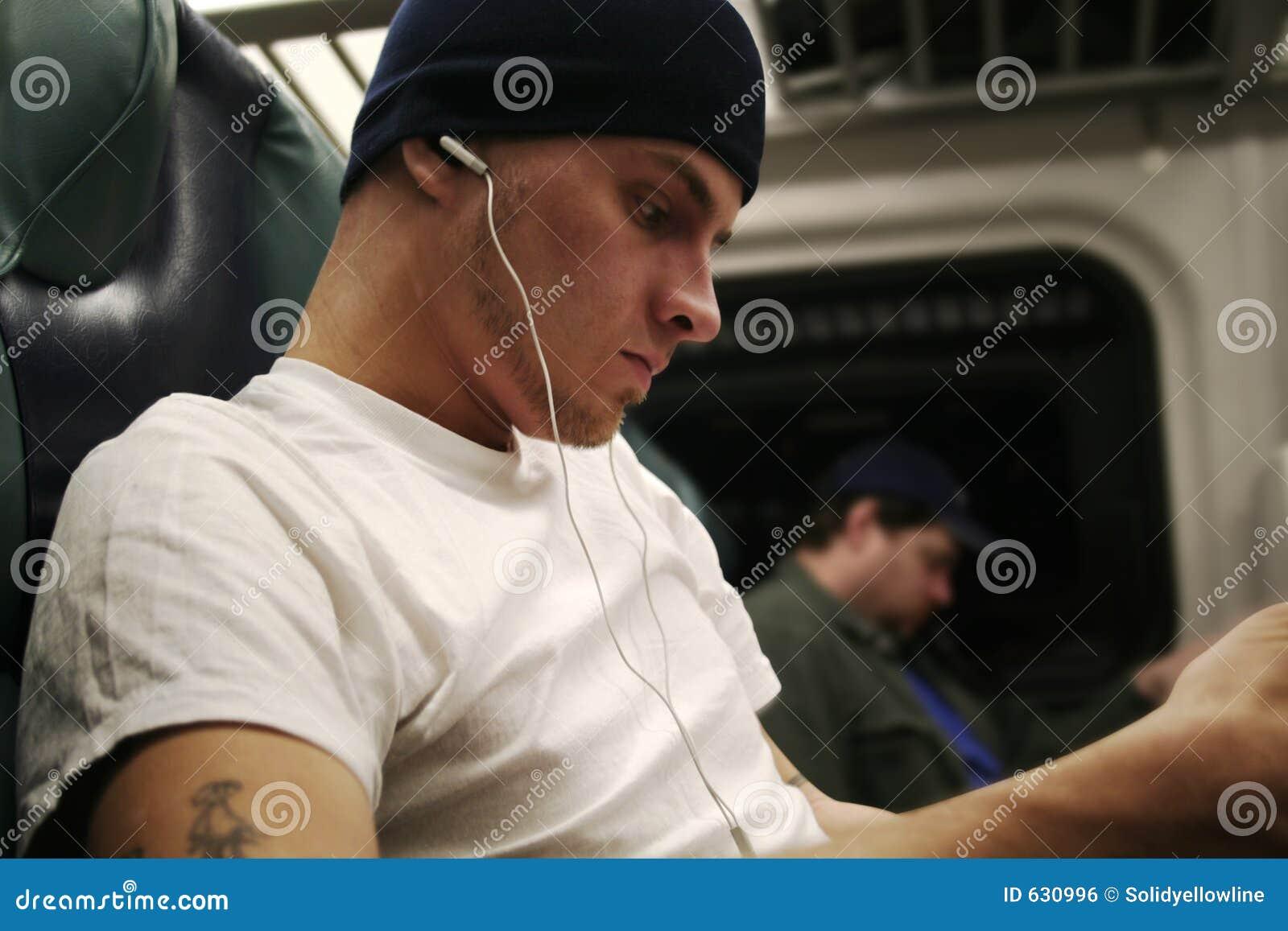 Download пассажир наушников стоковое фото. изображение насчитывающей мужчина - 630996