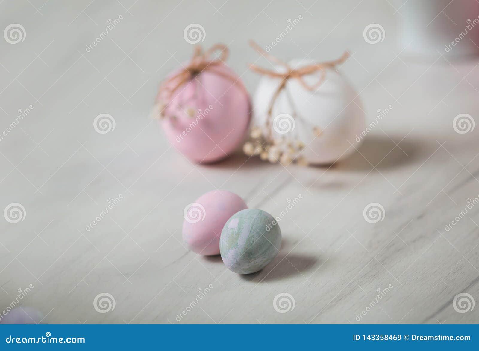 Пасхальные яйца на таблице Pysanka