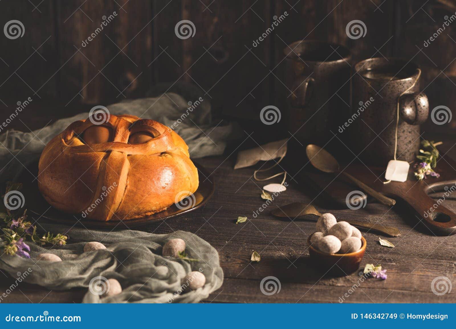 Пасха folar с яйцом