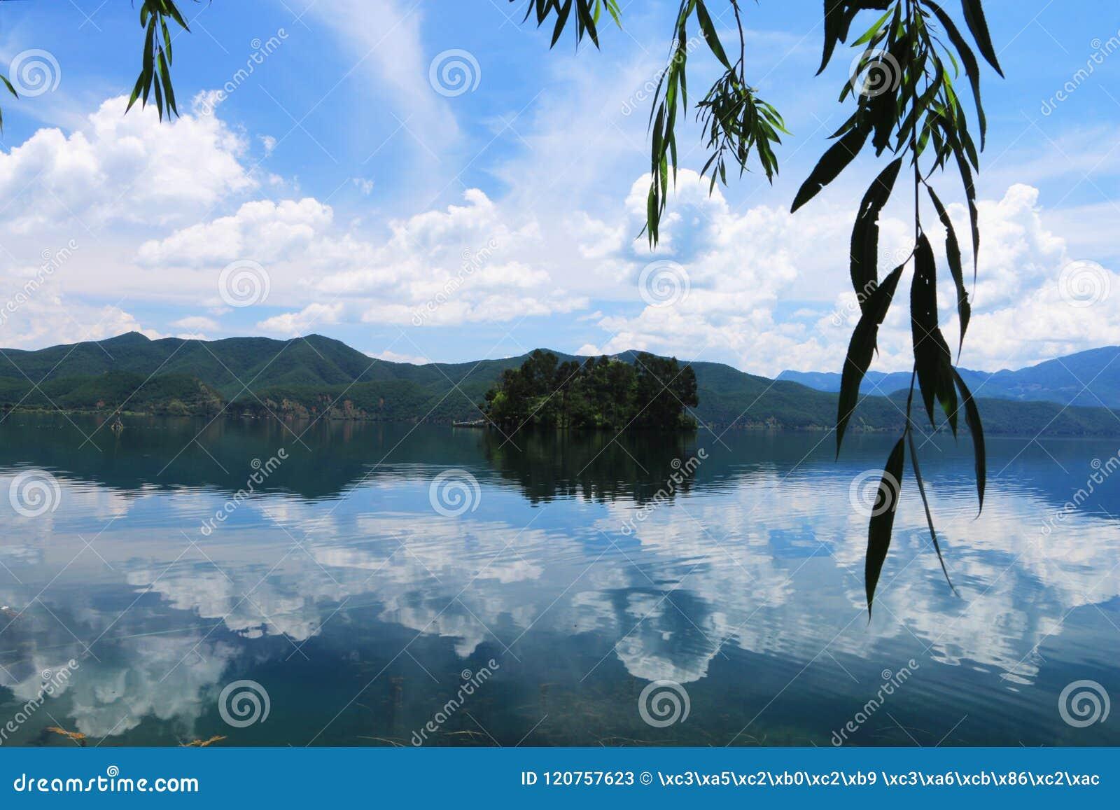 Пейзаж озера lugu, lijiang, Юньнань, фарфора