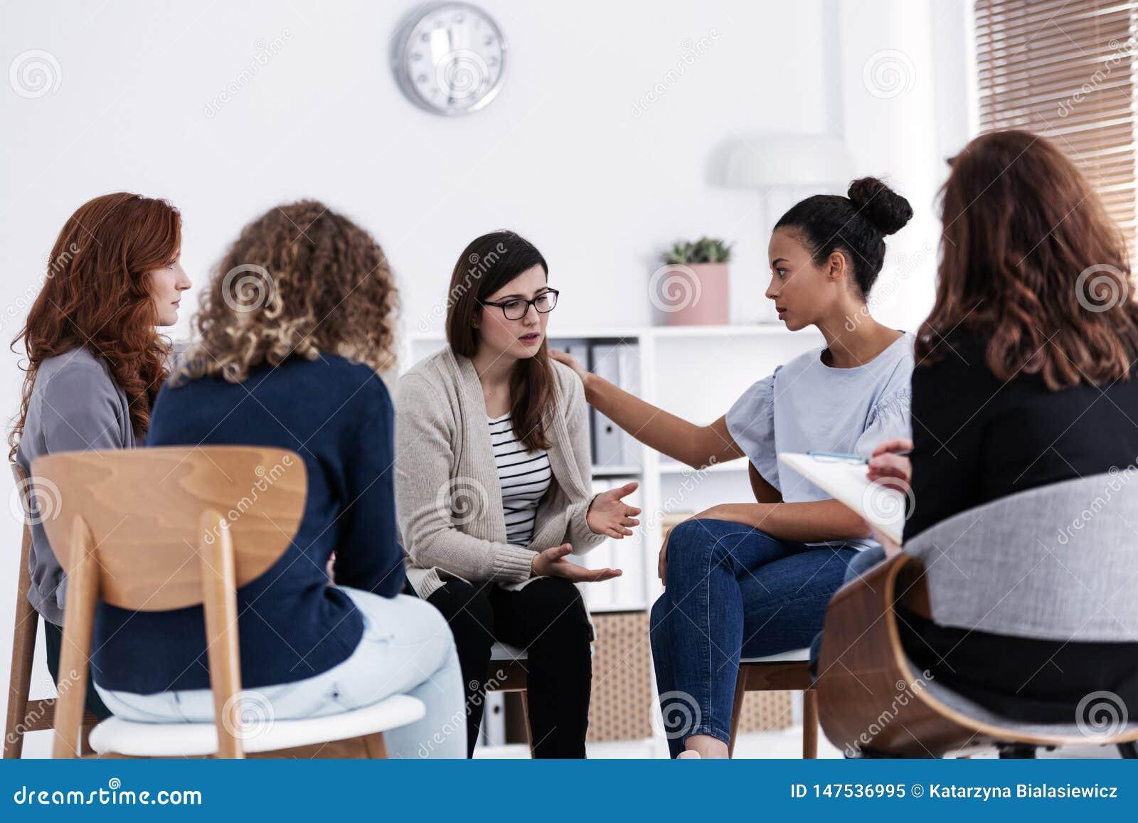 Первое собрание групповой встречи группы поддержки женских вопросов, концепции терапией группы