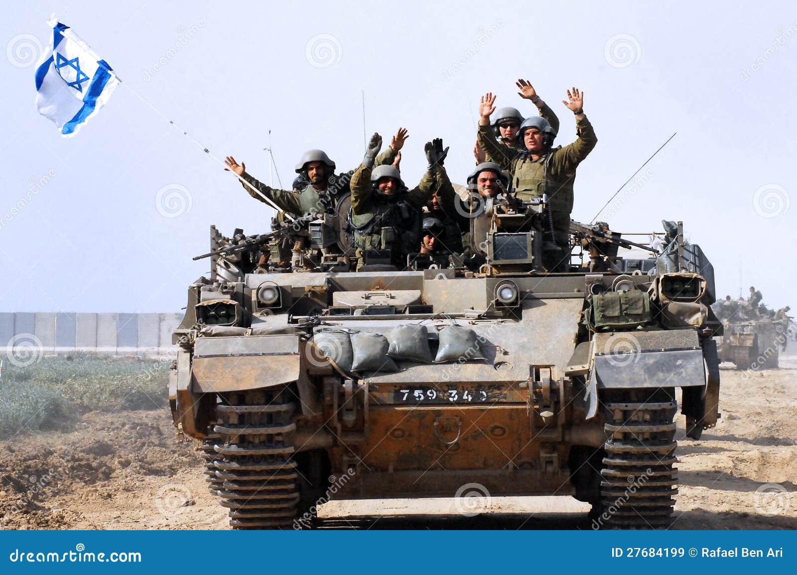Первые израильские войска выходя сектор Газа