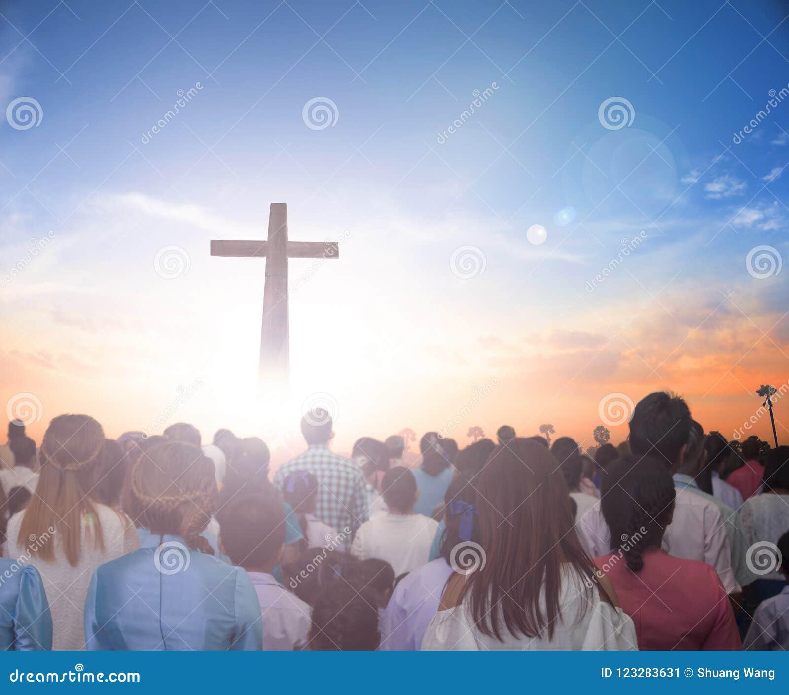 Передайте хваление Иисуса š ¼ Conceptï теперь христианское заново родившийся в концепции дня пасхи на жизнь премудрости, влюбленн