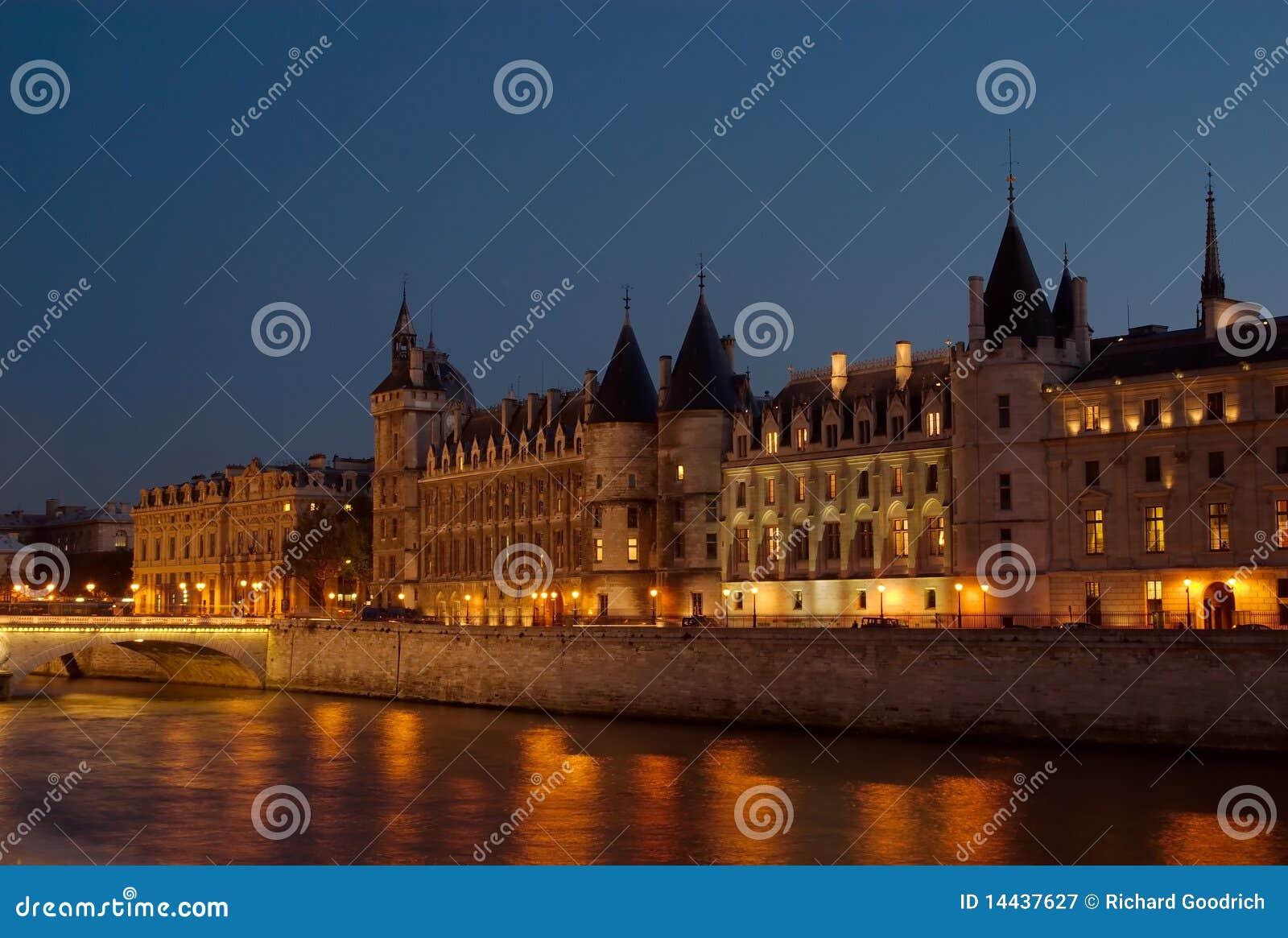 перемет paris ночи Франции
