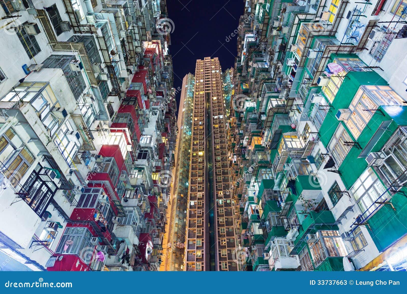 Перенаселенное здание в Гонконге