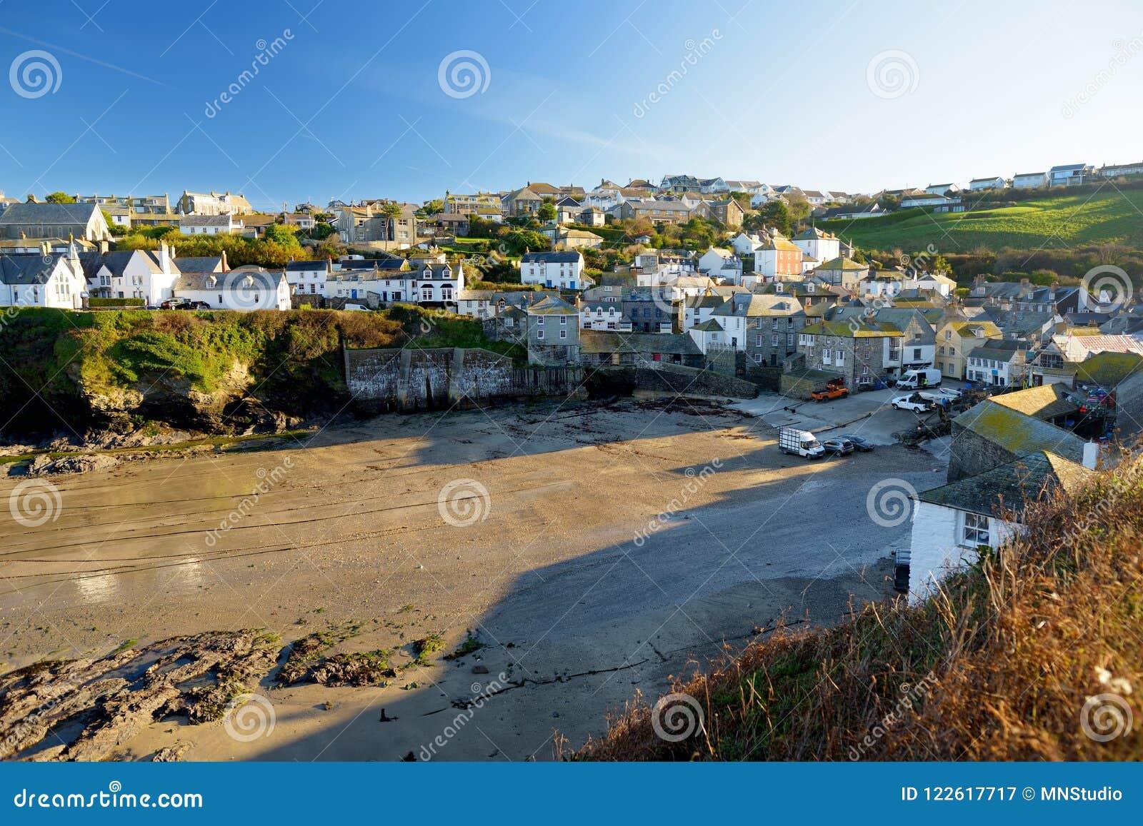 Перенесите Исаак, малый и живописный рыбацкий поселок на атлантическом побережье северного Корнуолла, Англии, Великобритании, изв