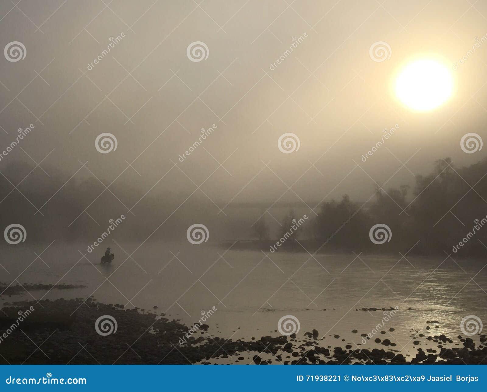 Пересекать через туман