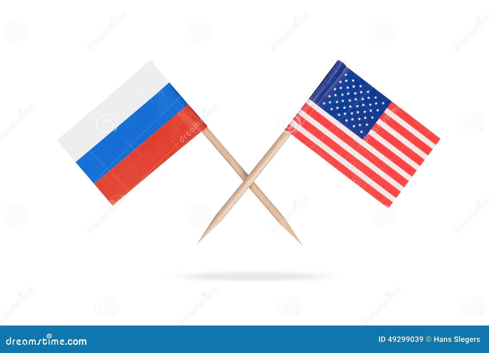 Пересеченные мини флаги США и Россия
