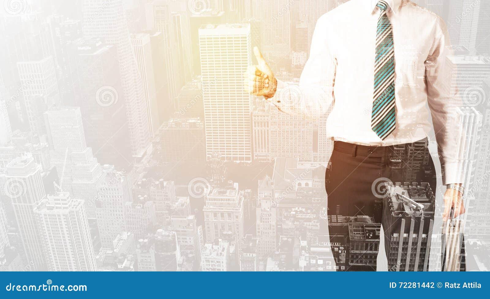 Download Персона дела с теплым верхним слоем цвета предпосылки города Стоковое Фото - изображение насчитывающей самомоднейше, цветасто: 72281442