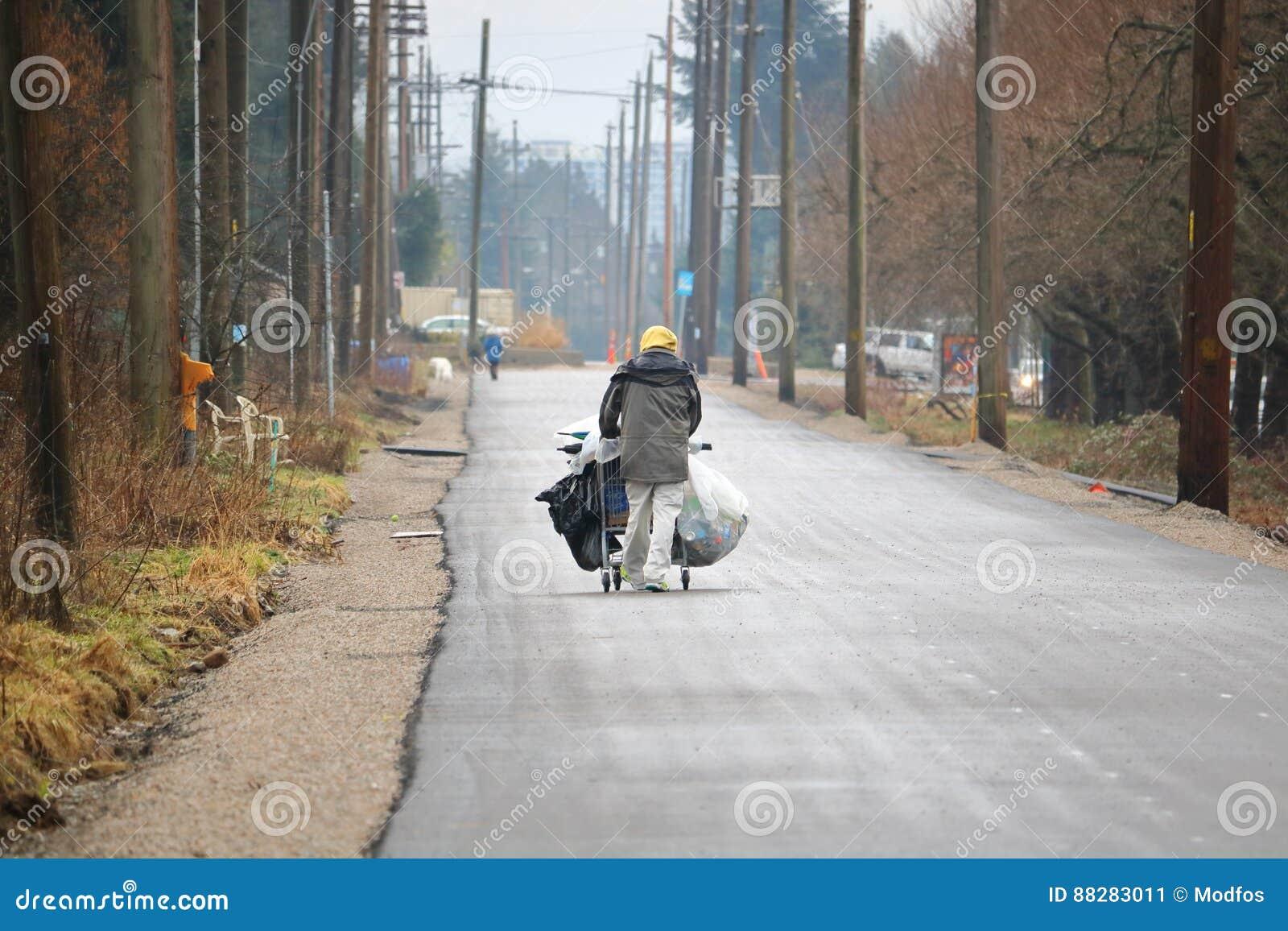 Персона улицы идет самостоятельно