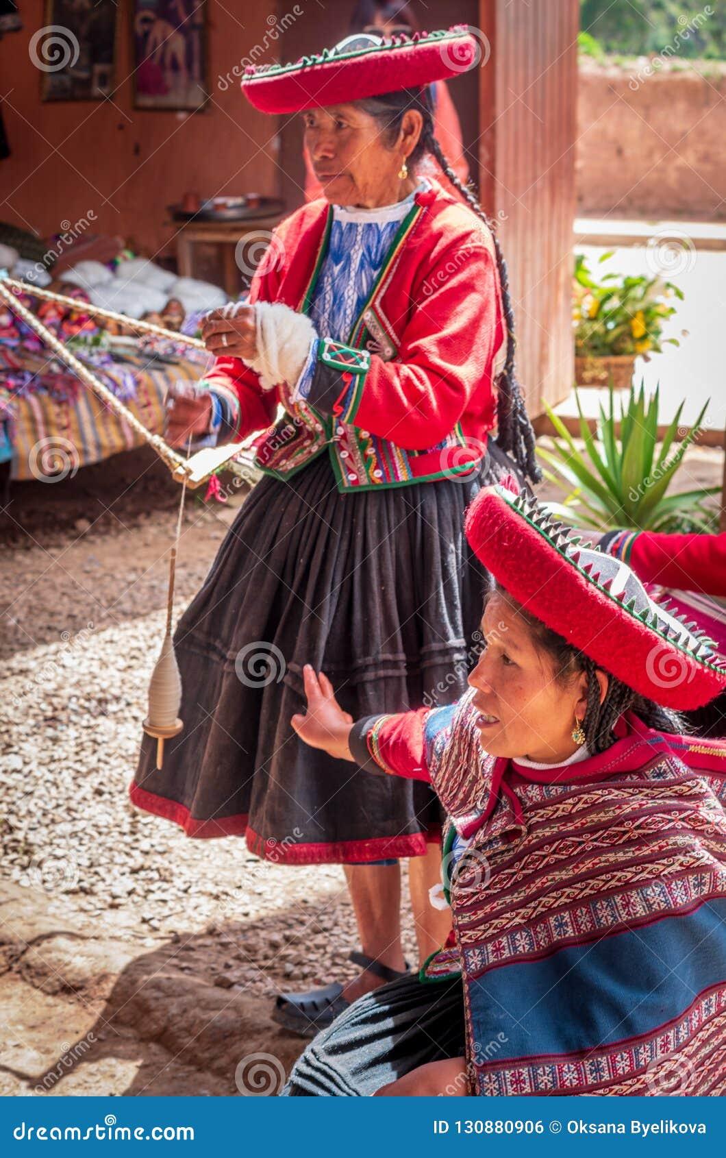 Перуанская женщина в Chinchero