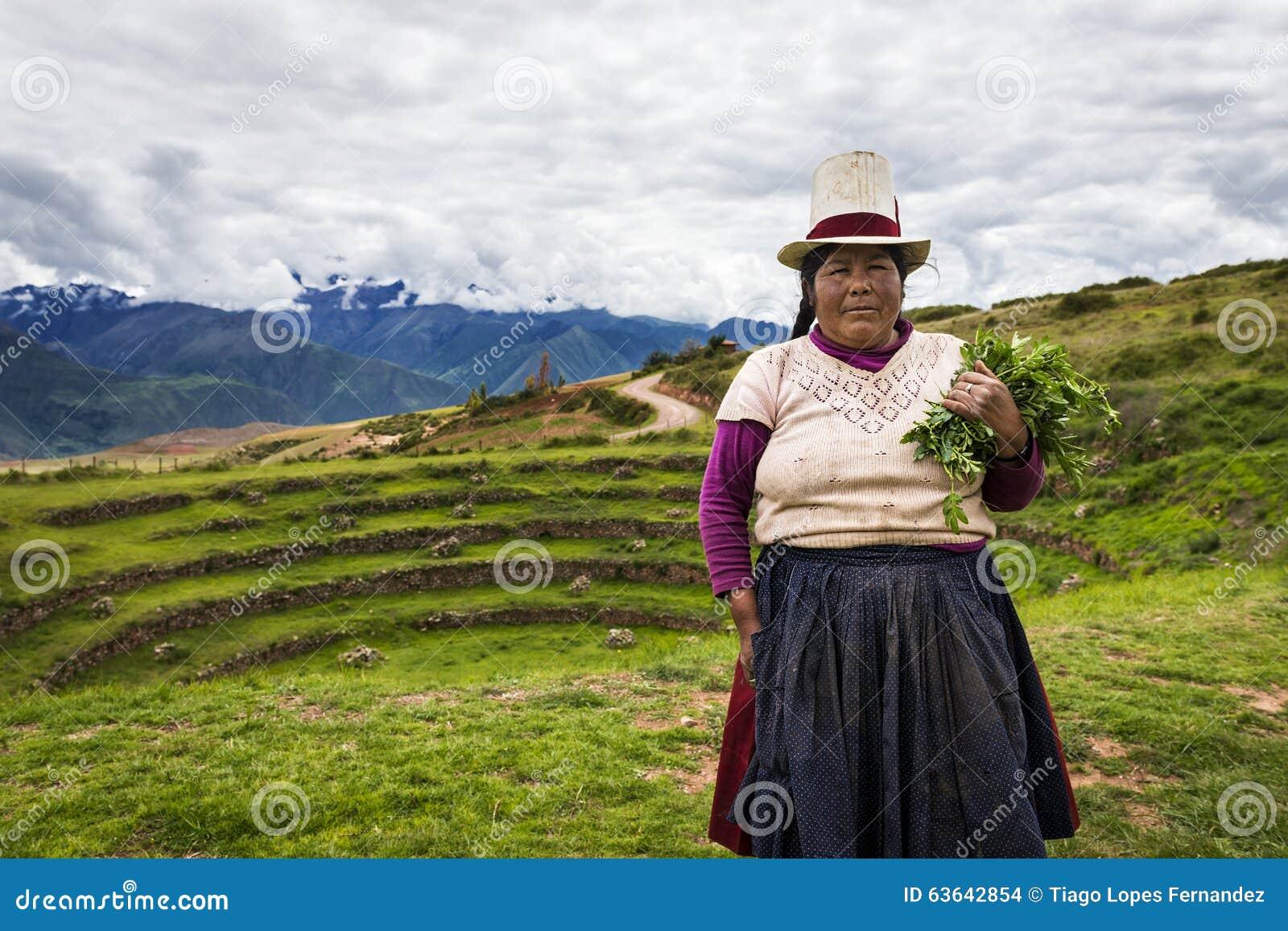 Перуанская женщина около Maras, священная долина, Перу