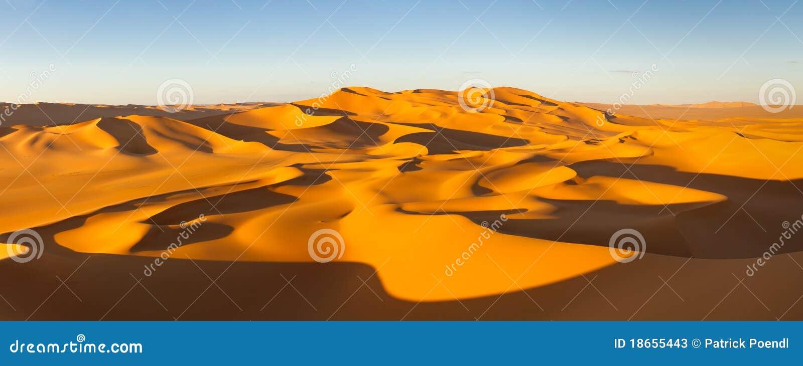 песок Сахары панорамы Ливии дюн пустыни