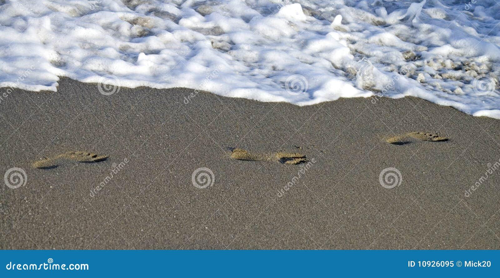 песок следов ноги пляжа