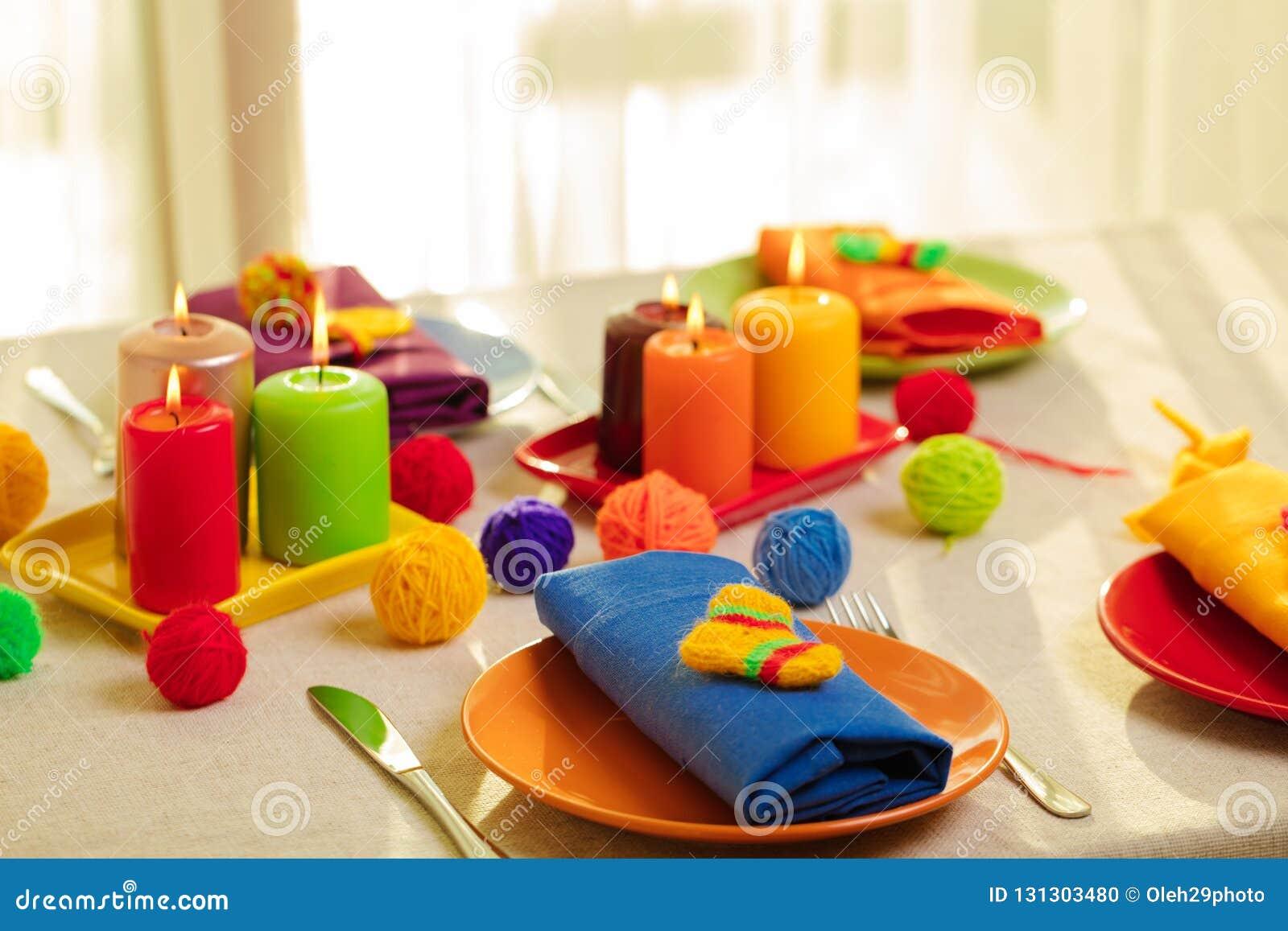 Пестротканые плиты и салфетки белья со связанным оформлением таблица