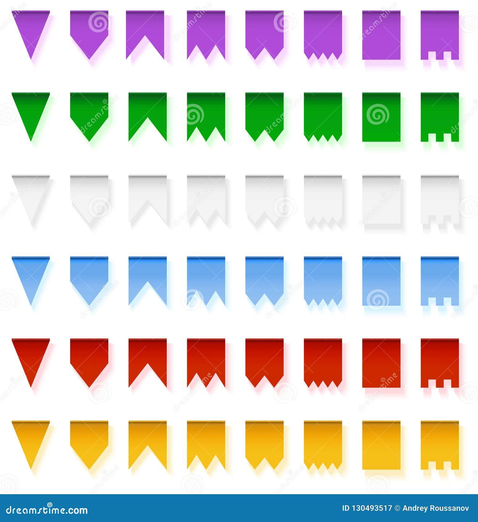Пестротканые яркие гирлянды флагов изолированные на белой предпосылке