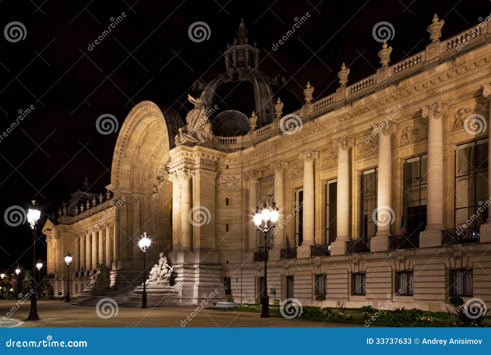 Петит Palais в Париже.