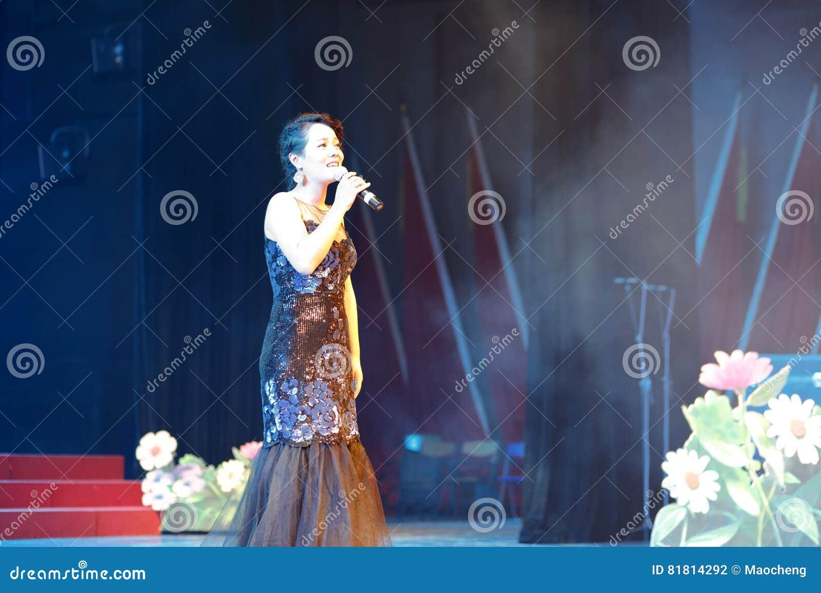 Петь певицы huangyingying