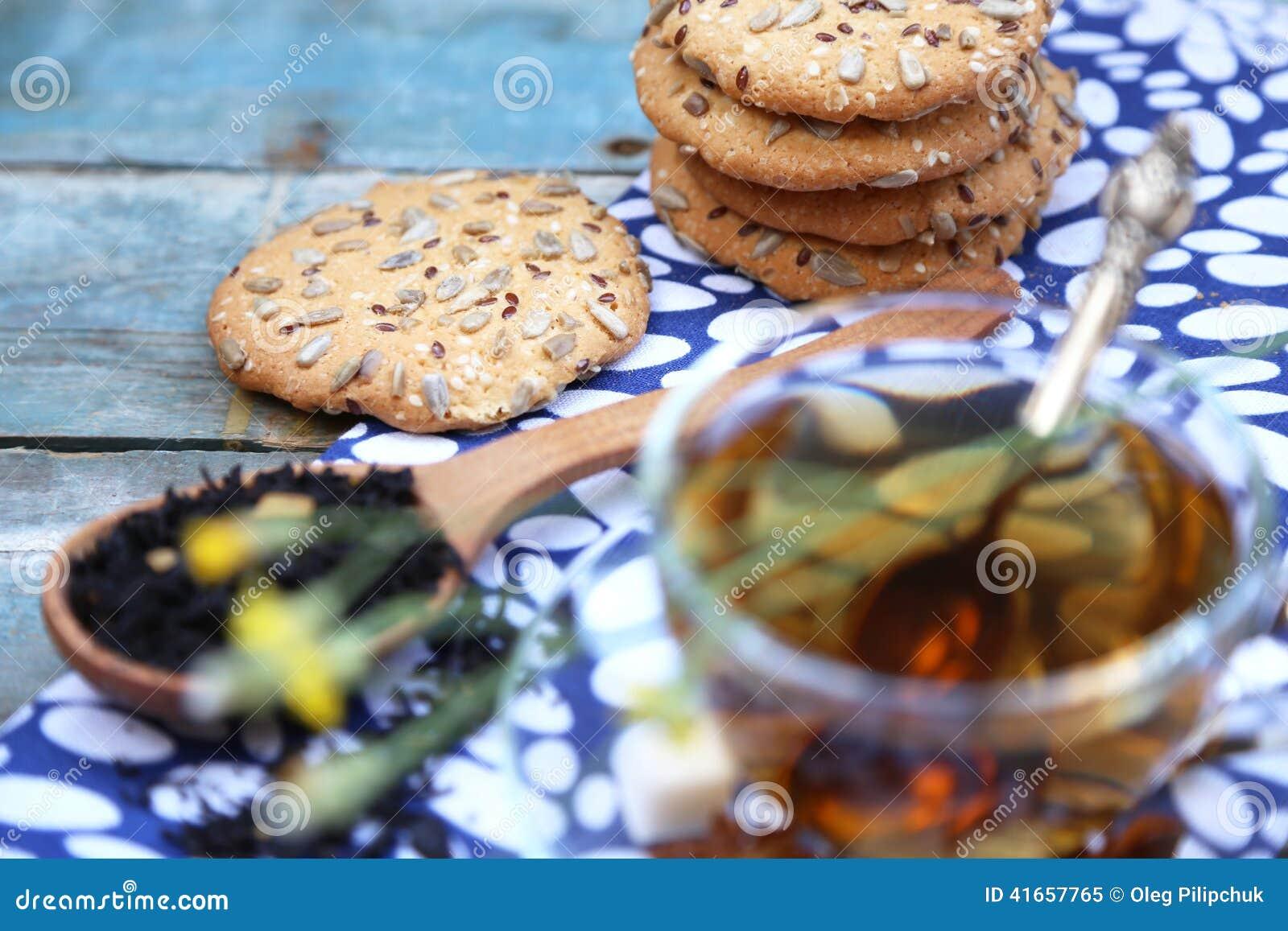 Печенье и чашка чаю