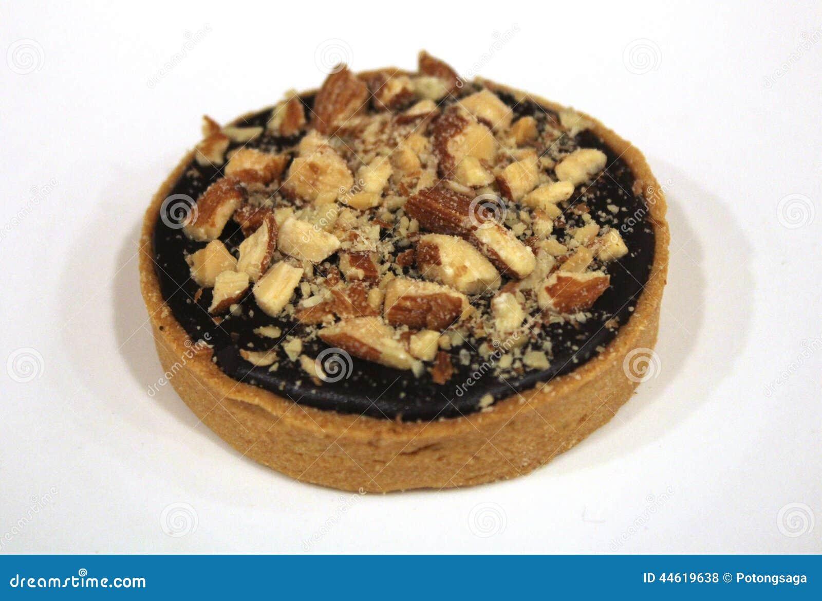 Печенье миндалины шоколада кислое на белой предпосылке плиты