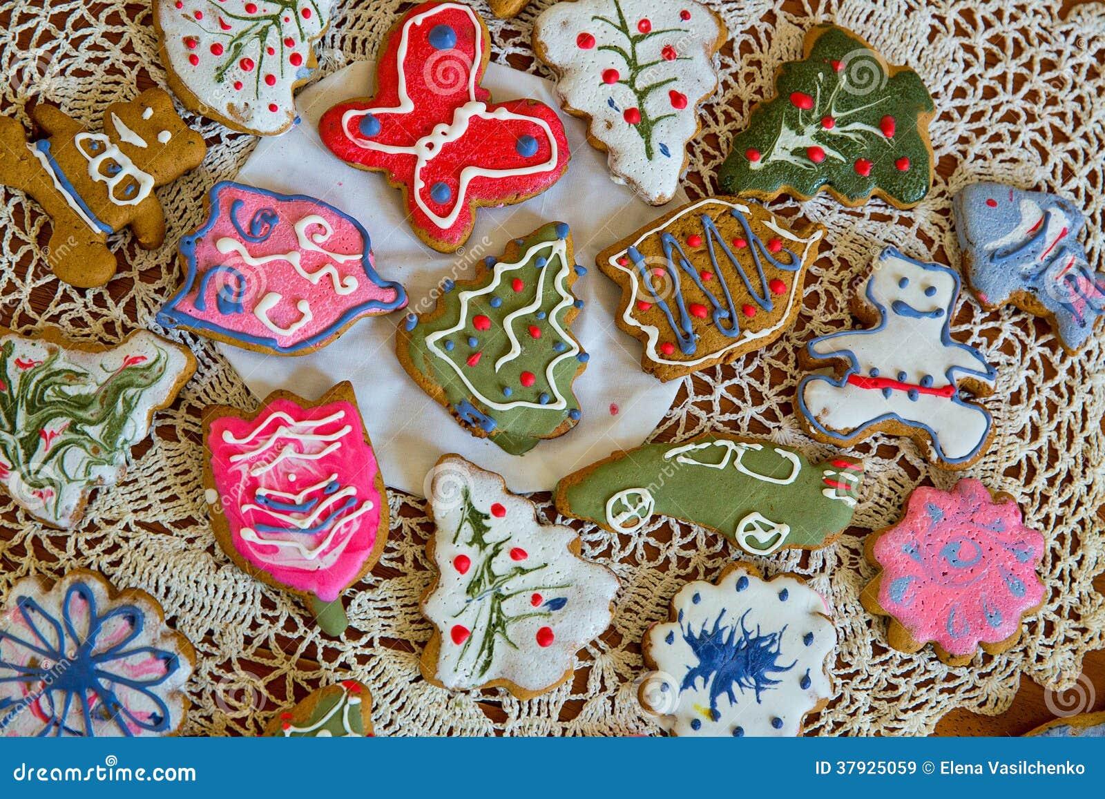 Печенья имбиря рождества на doily