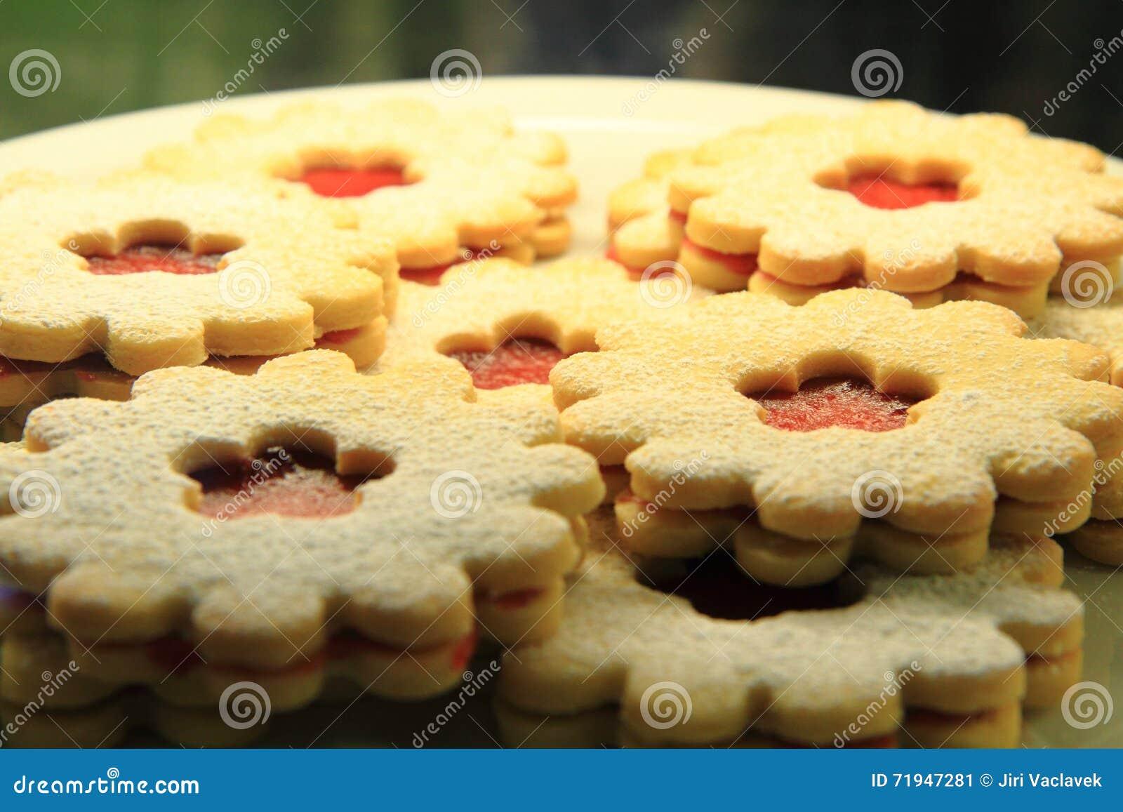 Печенья с вареньем клубники