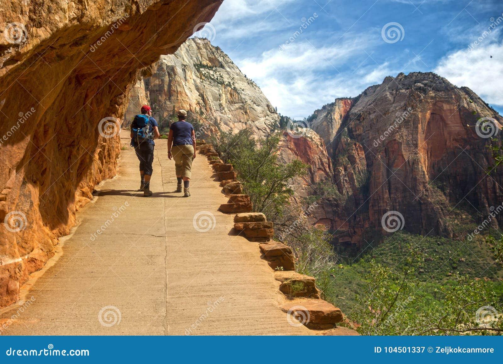 Пеший туризм весеннего времени национального парка Сиона