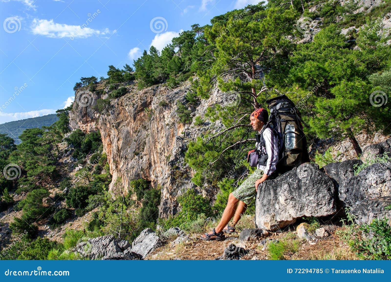 Download Пеший туризм в Турции Путь Lycian Backpacker морем Стоковое Изображение - изображение насчитывающей trekking, кавказско: 72294785