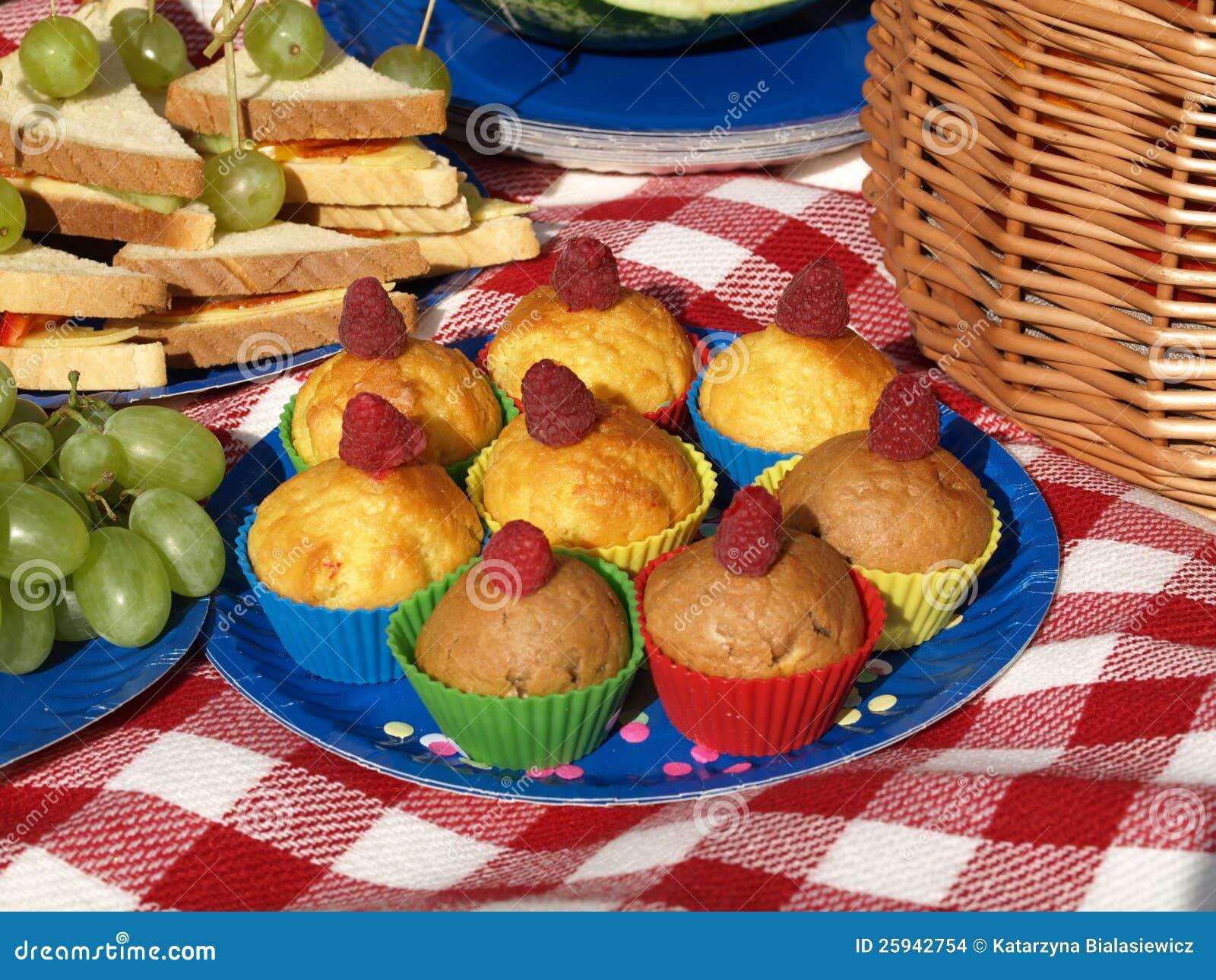 Пикник с булочками