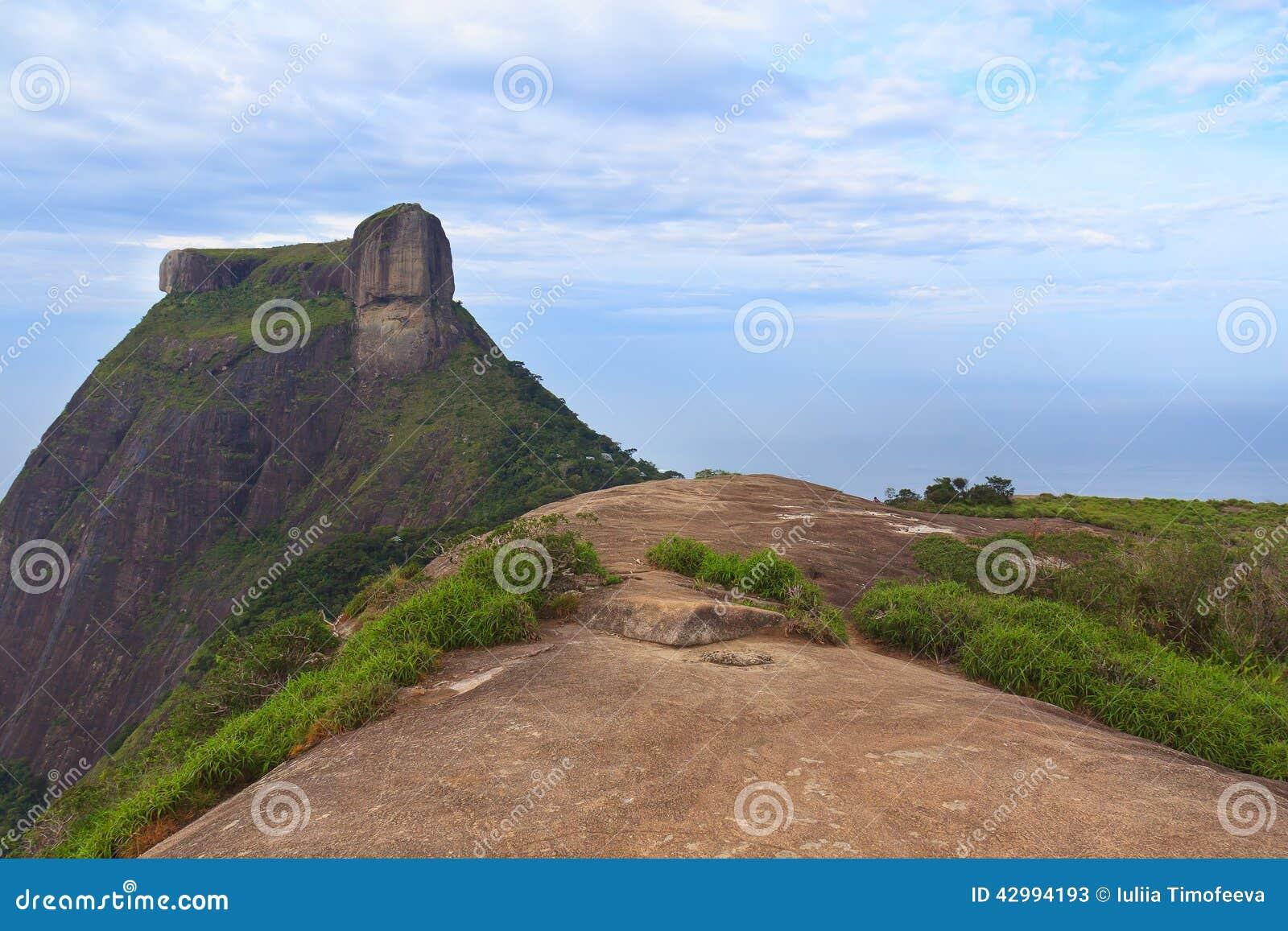 Пиковая гора Pedra da Gavea от Pedra Bonita, Рио-де-Жанейро
