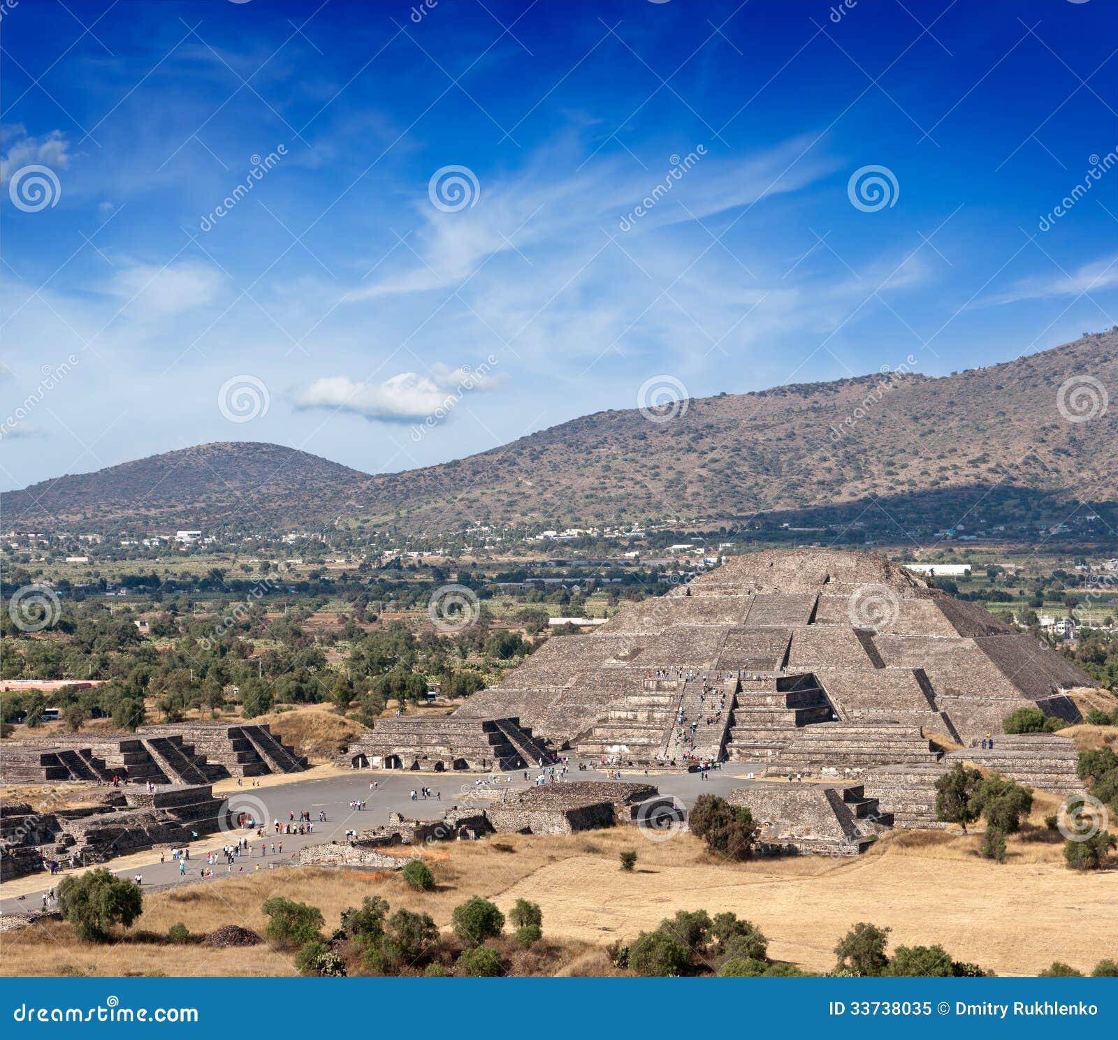 Пирамида луны. Teotihuacan, Мексика