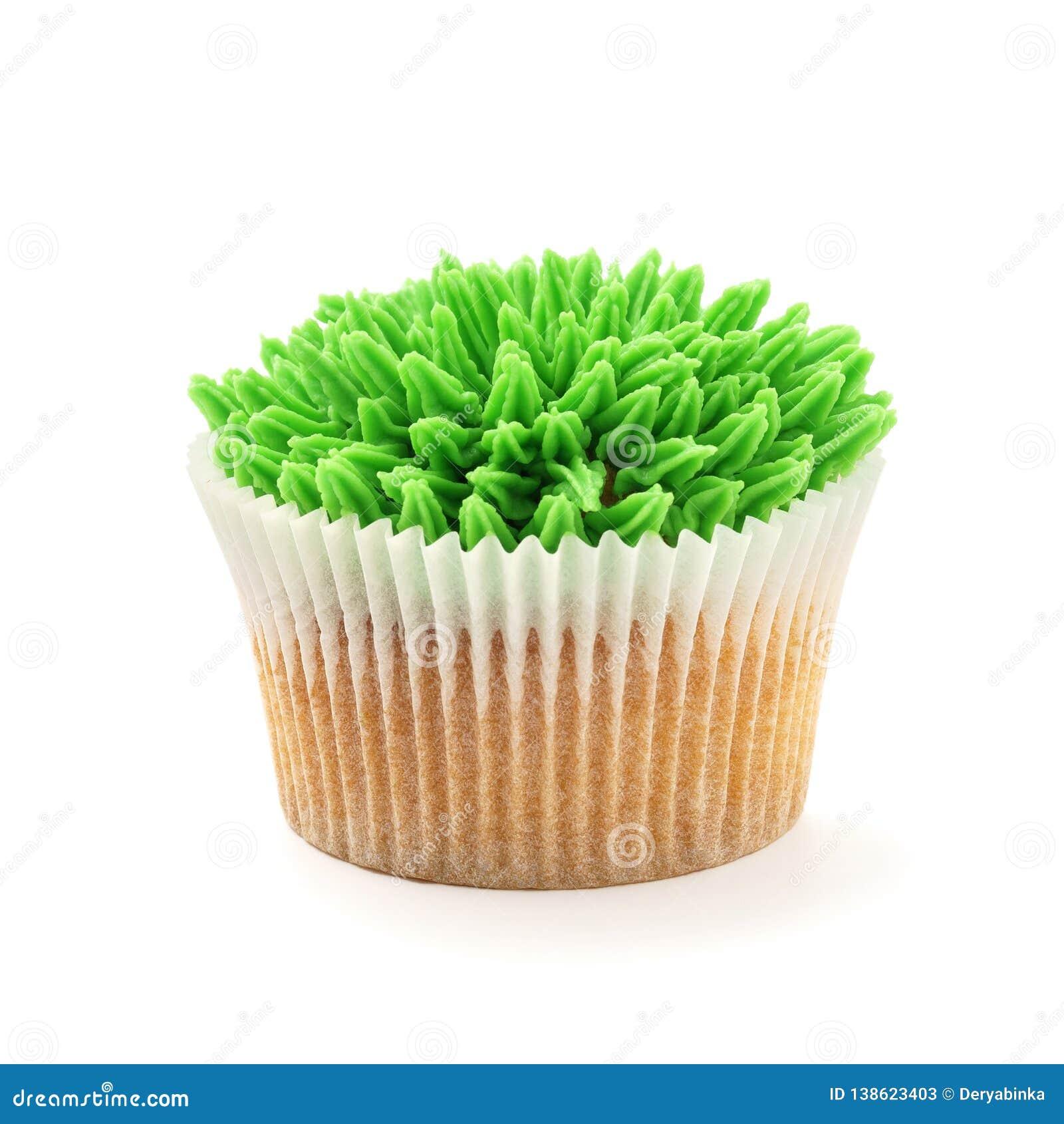 Пирожное лимона украшенное с замораживать зеленой травы
