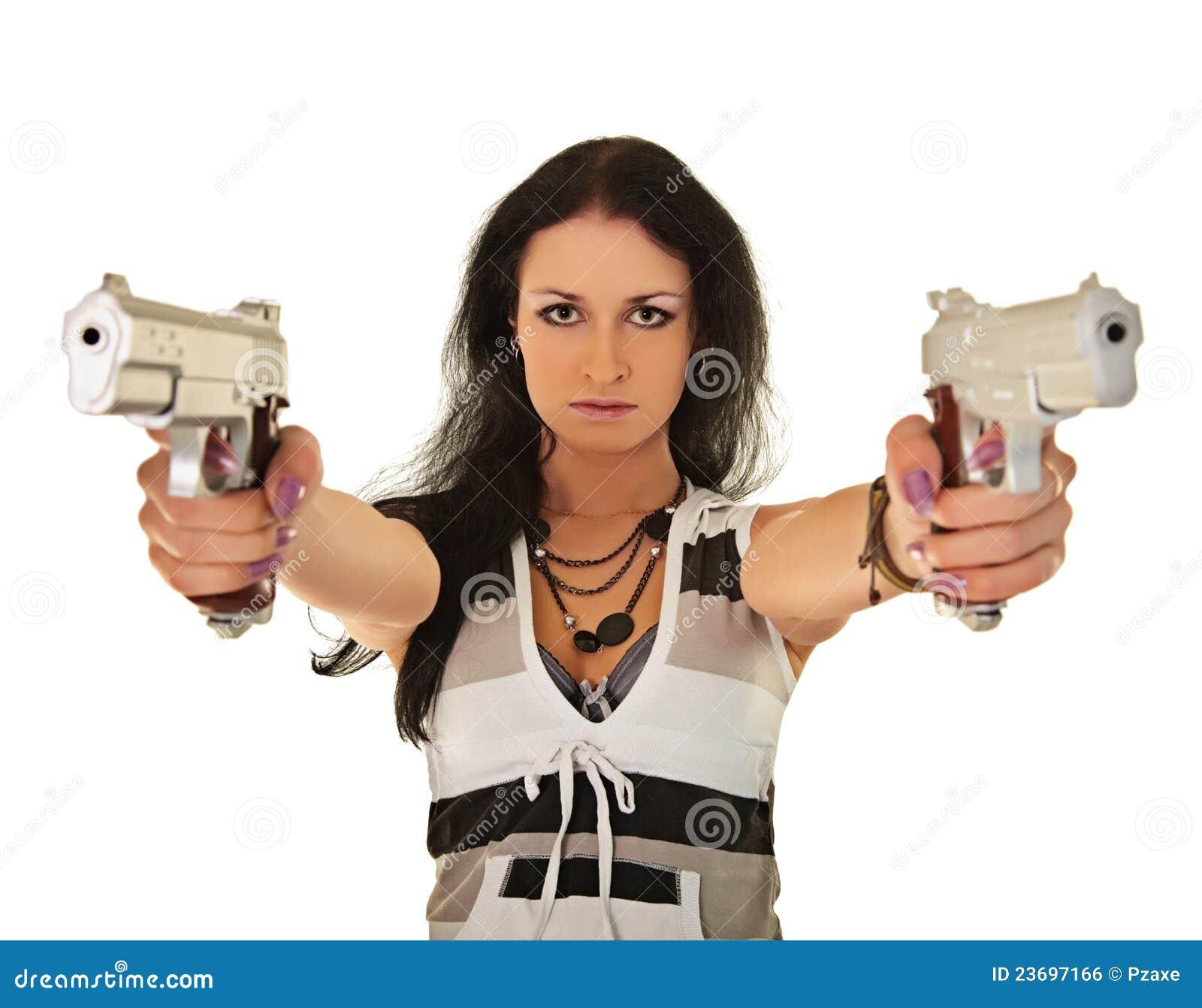пистолеты представляя 2 детенышей женщины