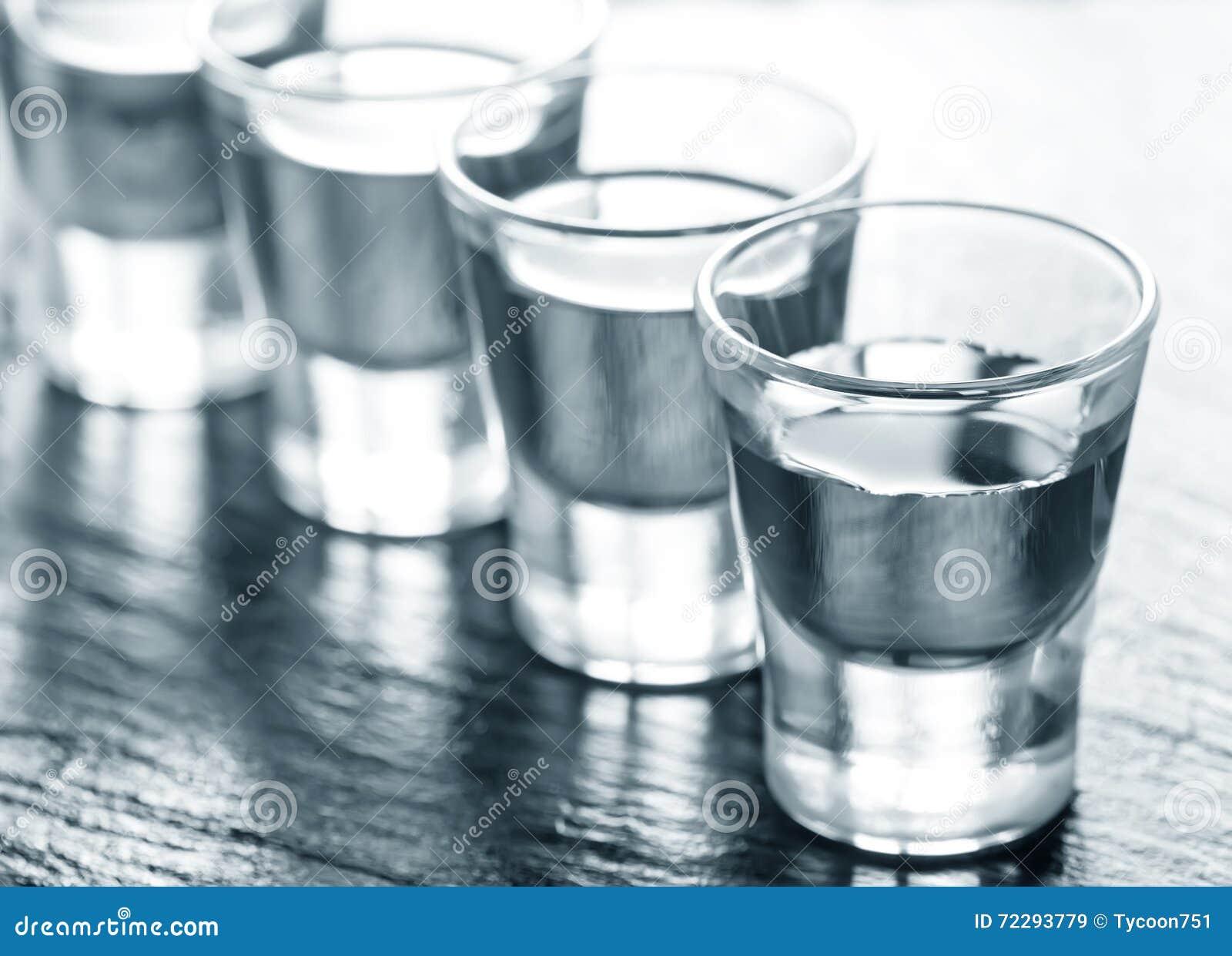 Download Питье Alcogol стоковое изображение. изображение насчитывающей curacao - 72293779
