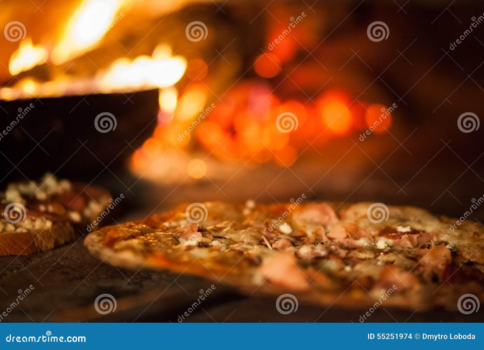 Пицца в старой плите