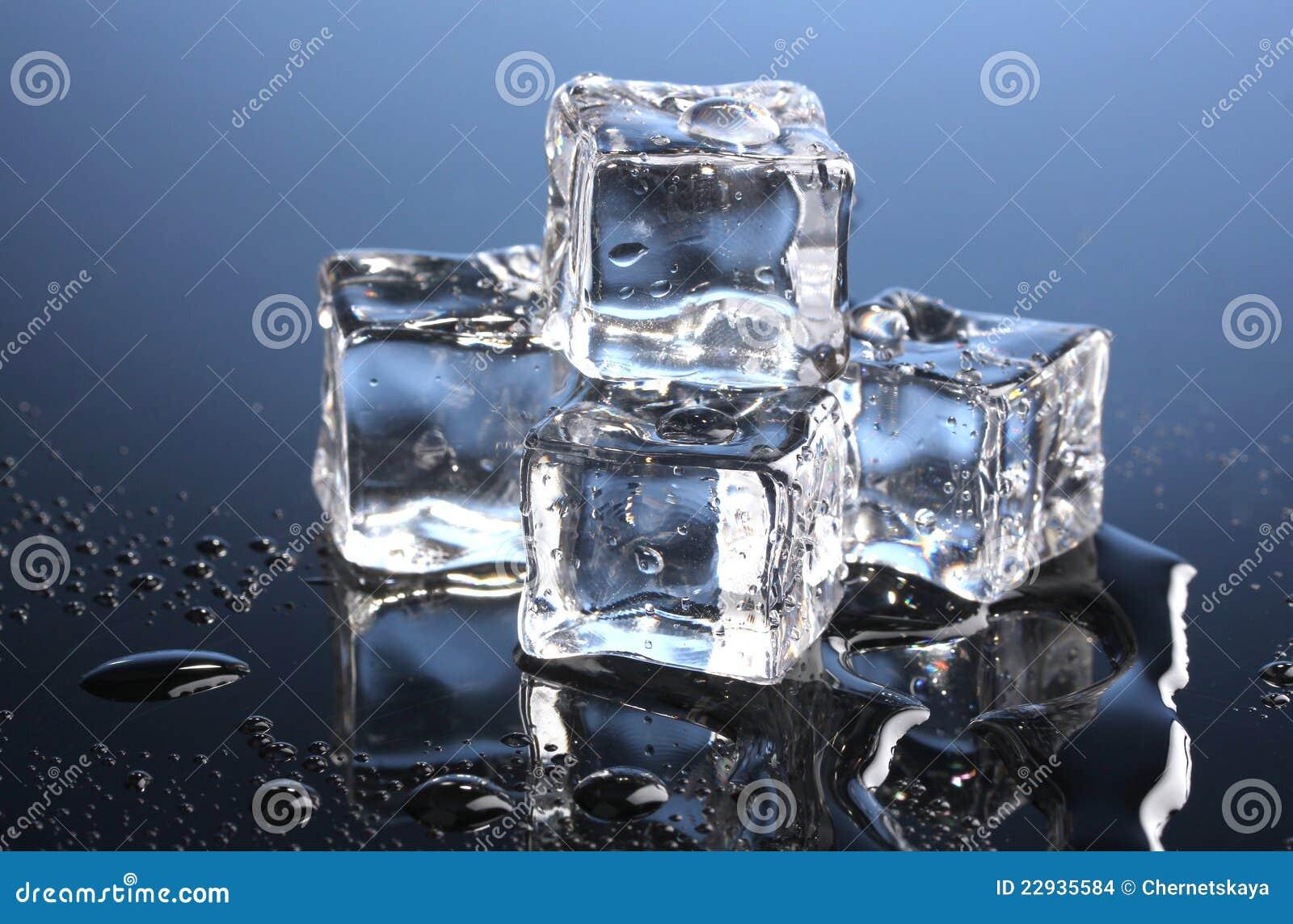 Плавя кубики льда