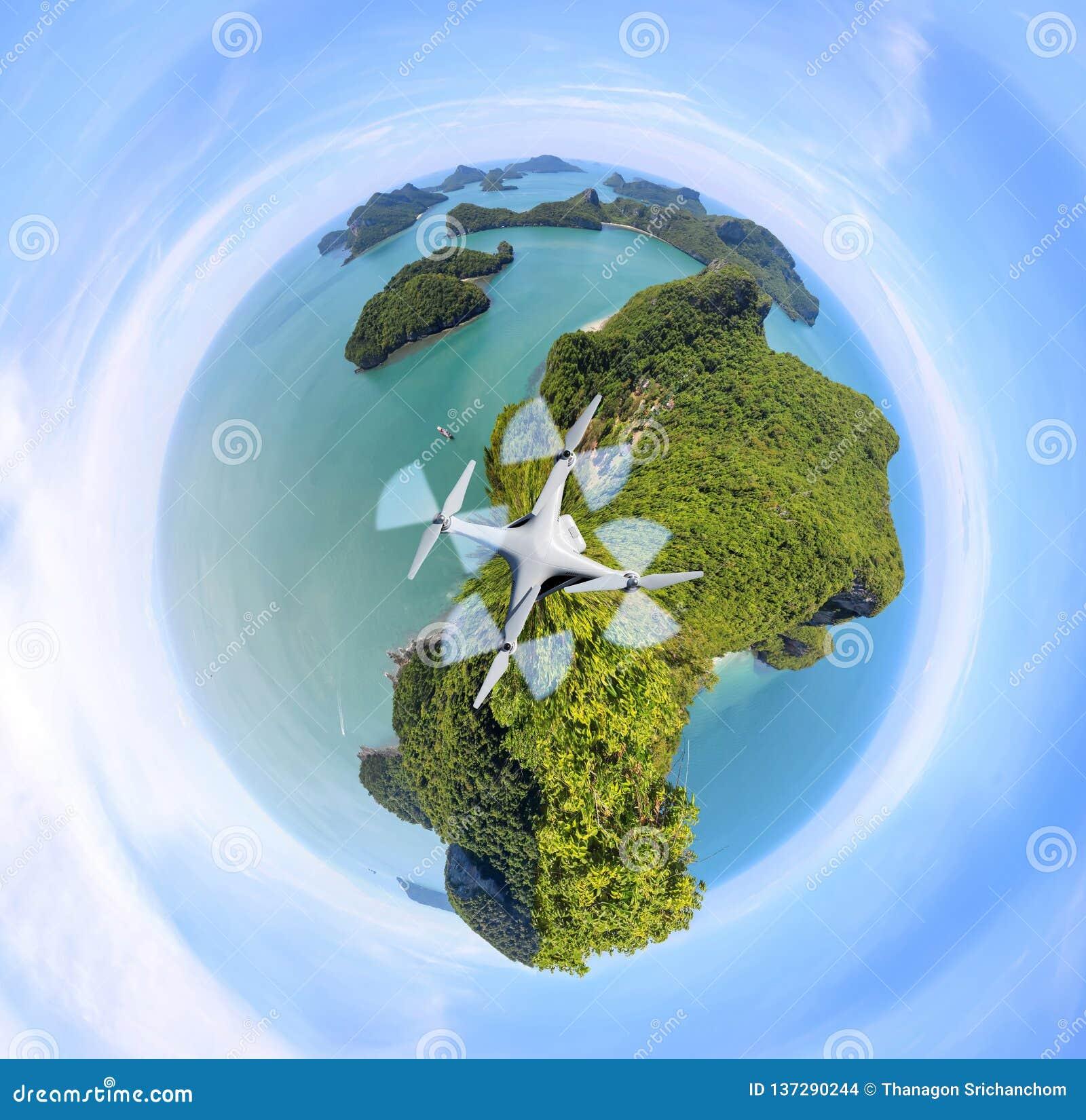 Планета зеленого цвета круга, взгляд панорамы острова ремня ang, архипелага в Таиланде