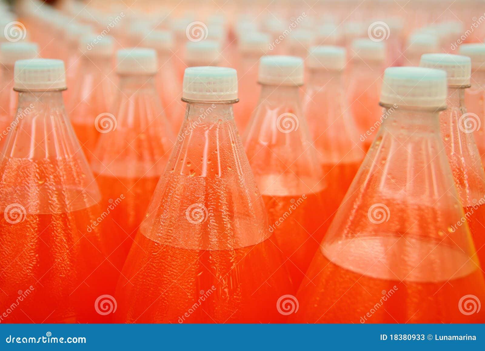 пластмасса померанца сока фабрики бутылки напитка
